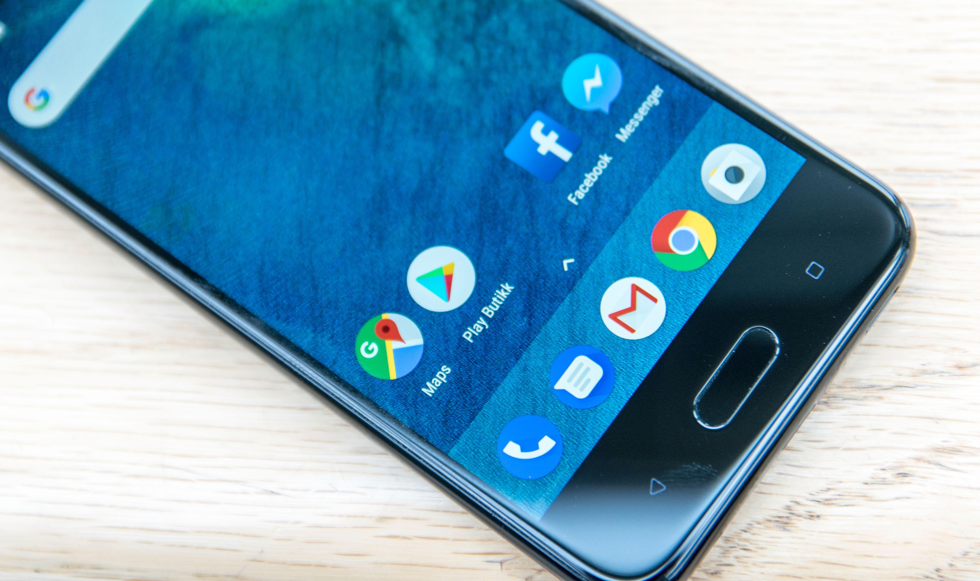 Googles apper står i fokus her, og hvis ikke HTCs Edge Sense-løsning kjører er telefonen lynende rask.