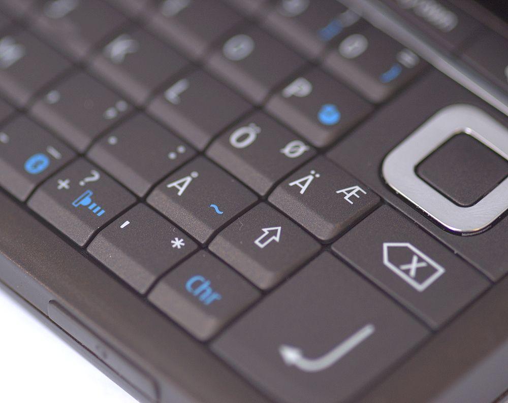 Tastaturet har heilnorske taster.