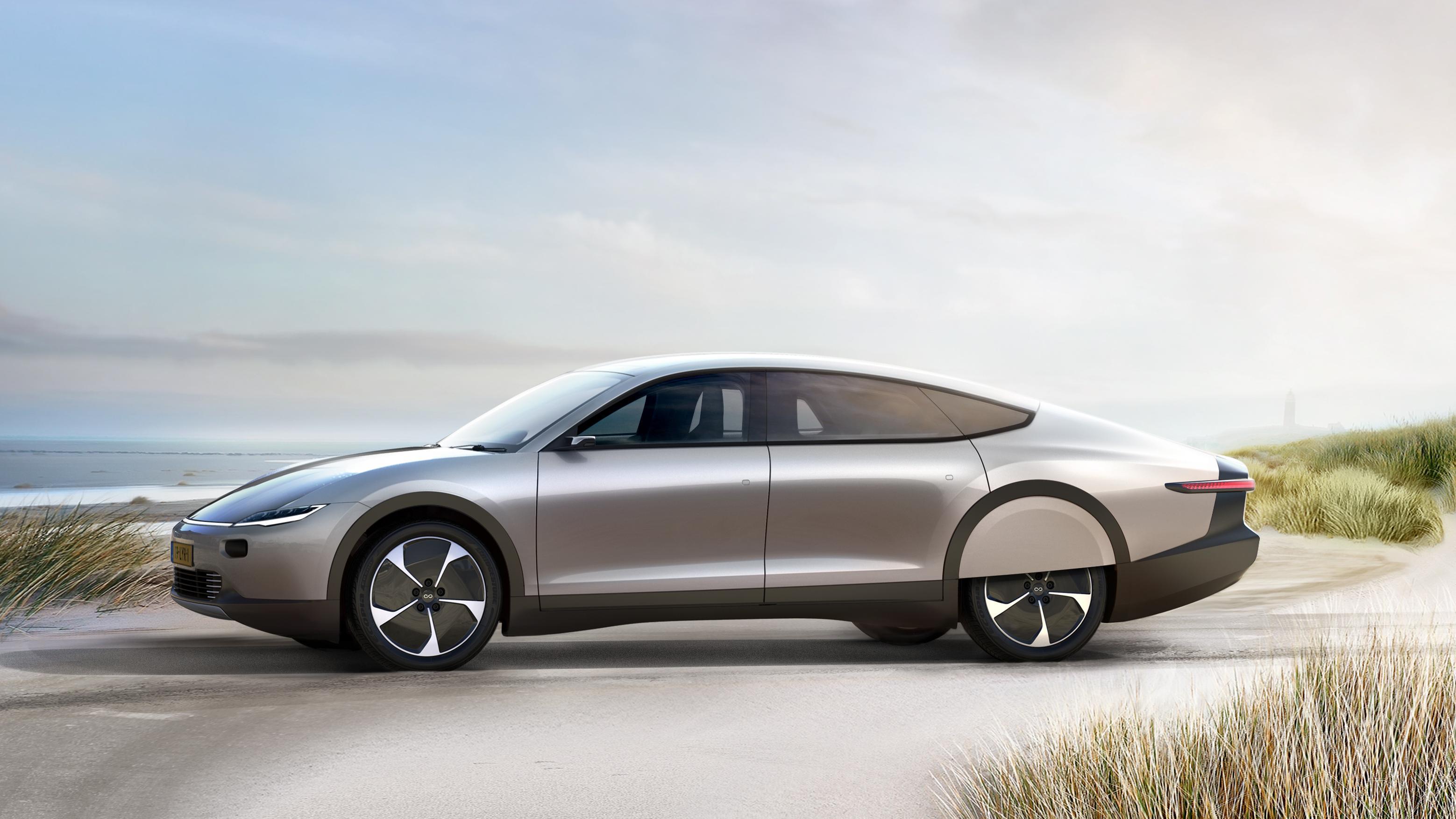 Lanserer solcelle-elbil med 725 kilometer rekkevidde