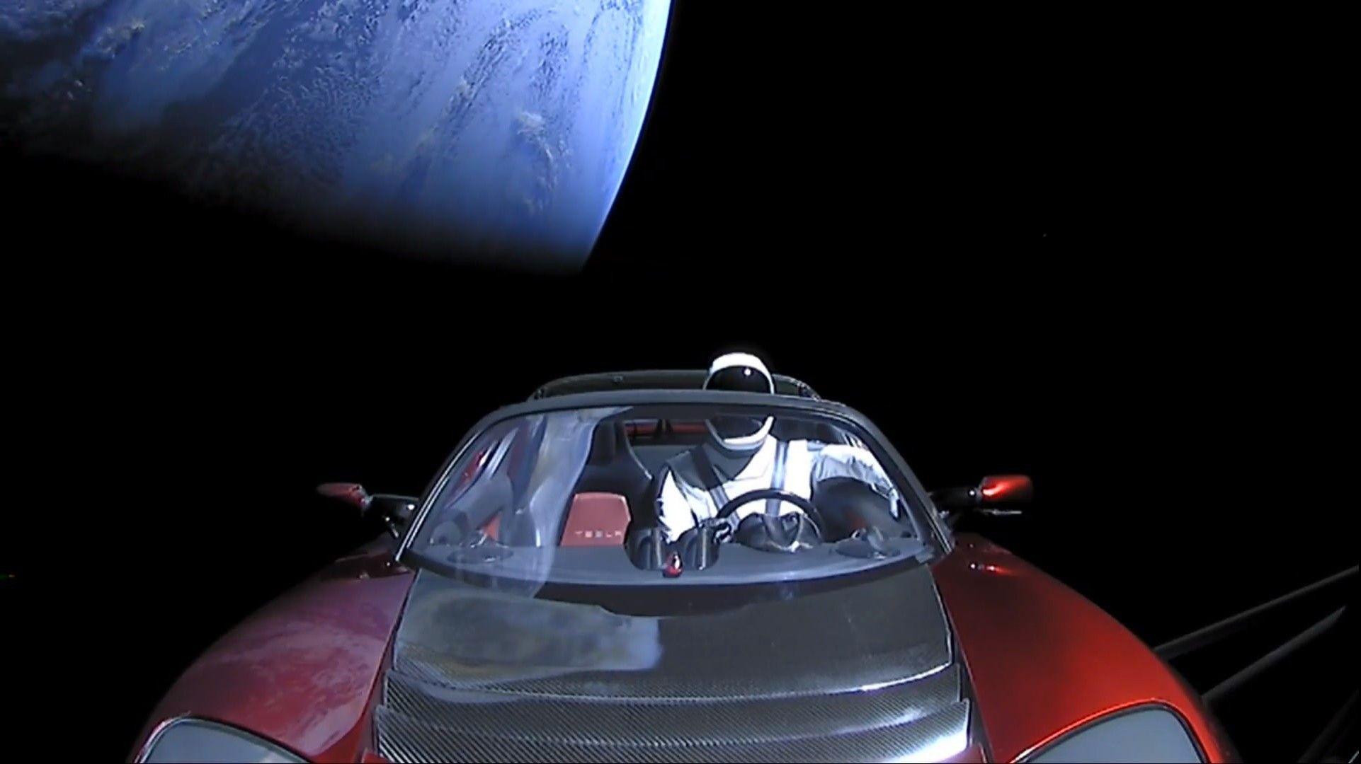 Dette er tingene SpaceX puttet i Teslaen som nå er på vei mot Mars