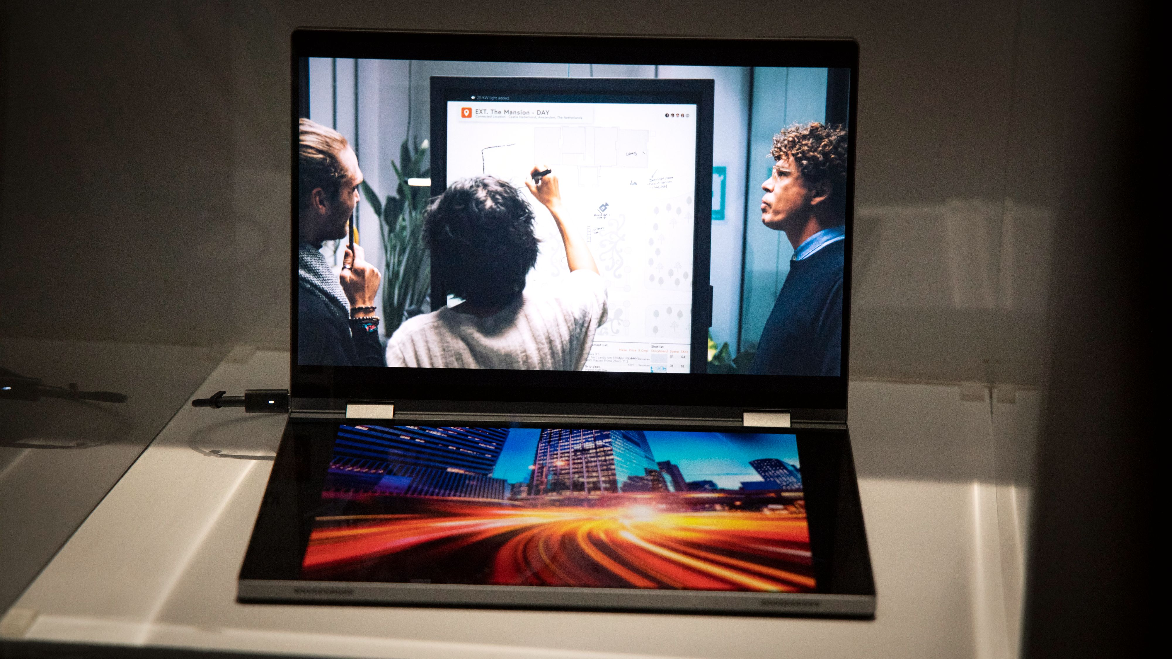 Dell Concept Duet er en PC med to skjermer.