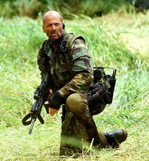 Bruce Willis har spilt offiser i krig før. Neste gang jobber han sammen med Oliver Stone i
