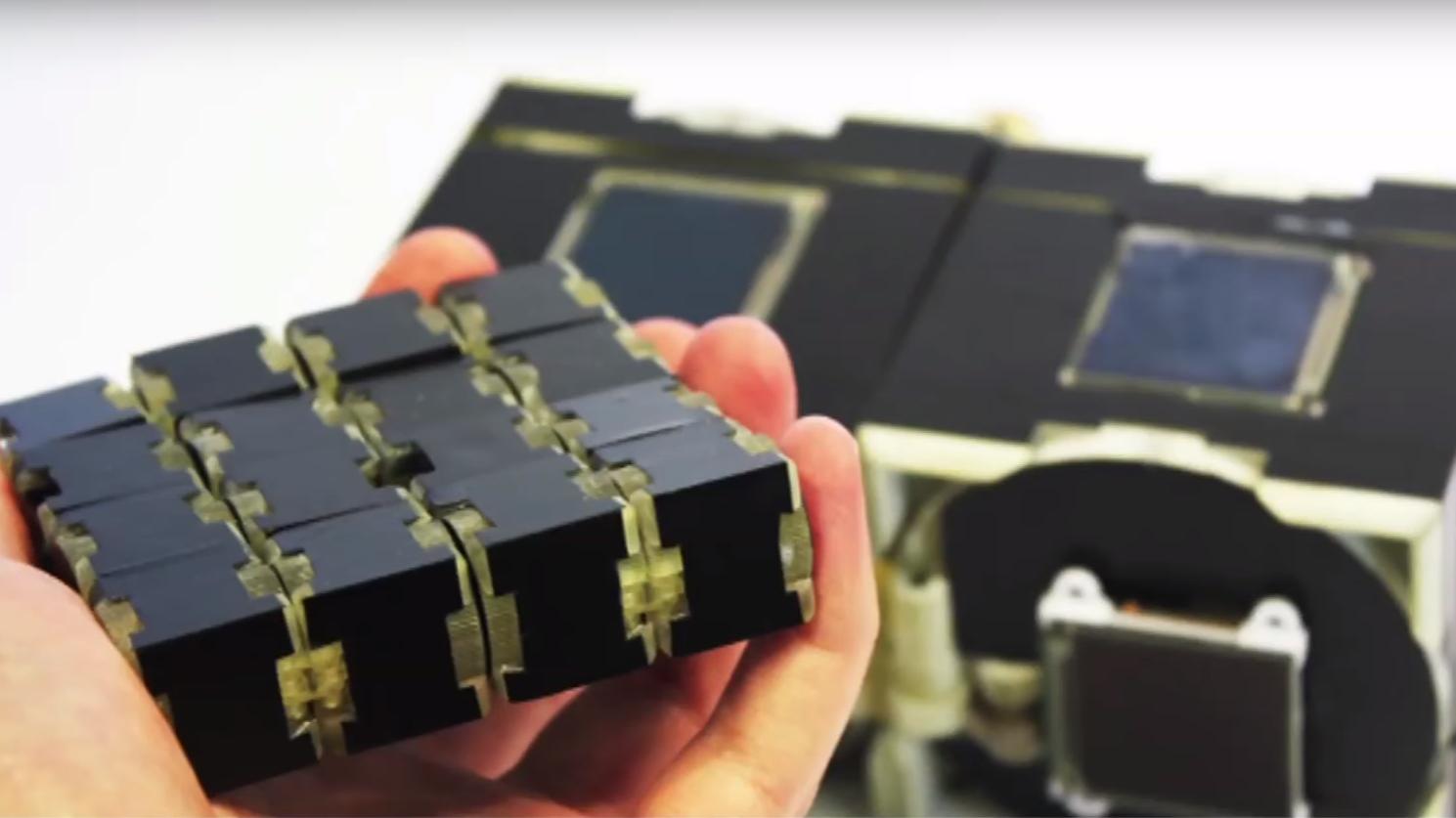 Disse kubene kan bygges til «hva som helst», og har berøringsskjerm på alle sider