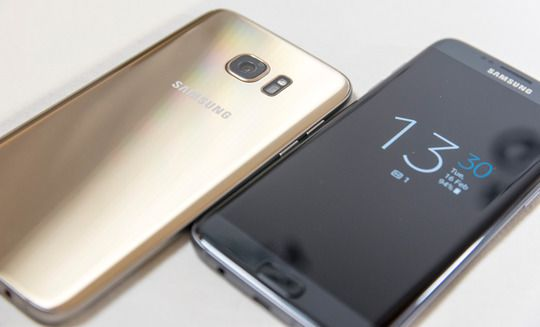 Tidligere rykter har hintet om at iPhone 7S får bakside i glass – slik som hos den avbildede telefonen, Galaxy S7 Edge.