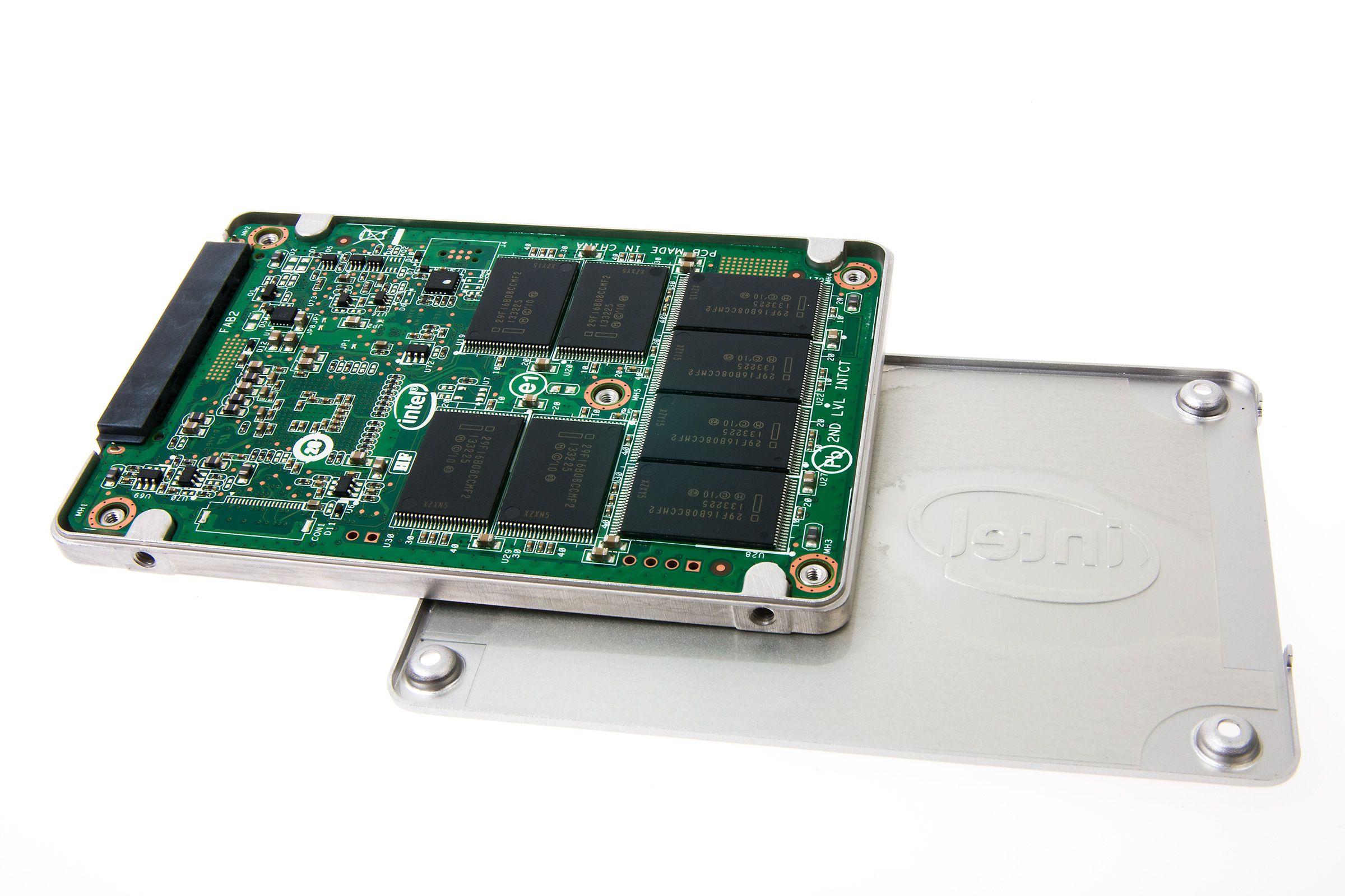 Det er ikke så veldig mye nytt under panseret på Intel 530 Series SSD.Foto: Varg Aamo, Hardware.no