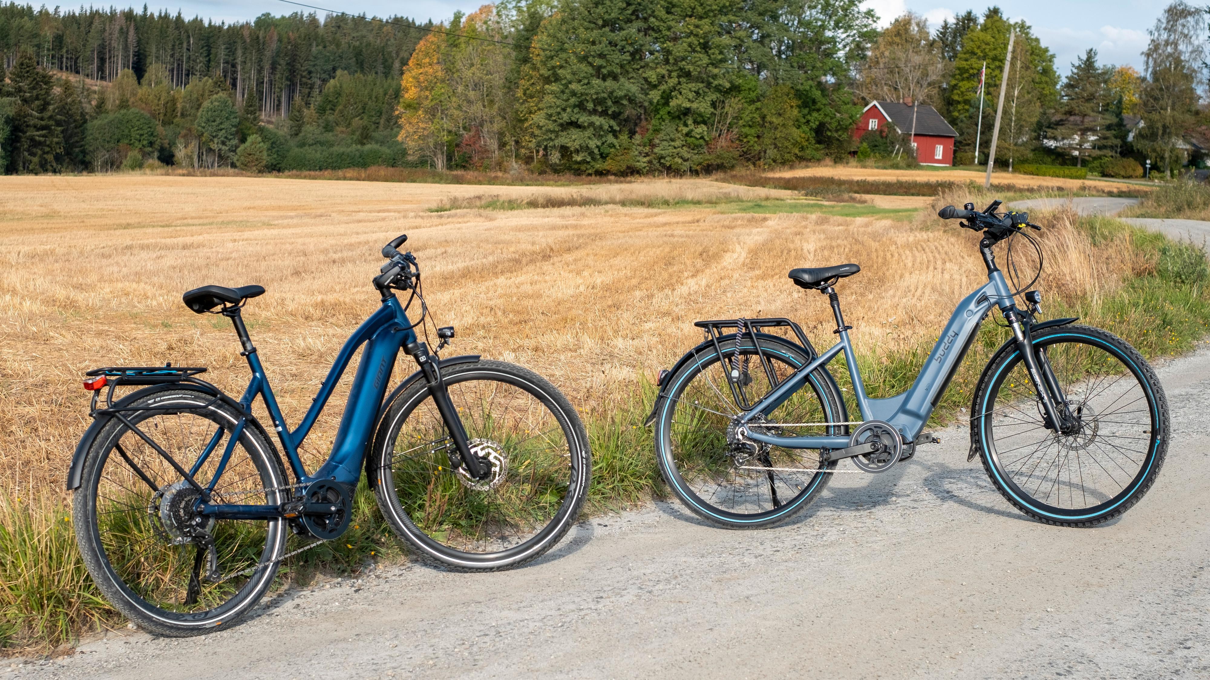 Vi hadde med oss Giant Explore E+ 2 for å sammenlikne. Giant-sykkelen har påkostet motor fra Yamaha, men mindre batteri. Samtidig gjør smart motorstyring at den kan assistere deg en god del lenger enn Buddy-sykkelen kan.