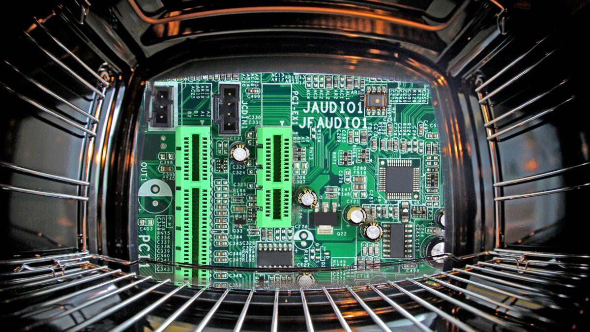 Kan du fikse ødelagt PC-utstyr i ovnen?