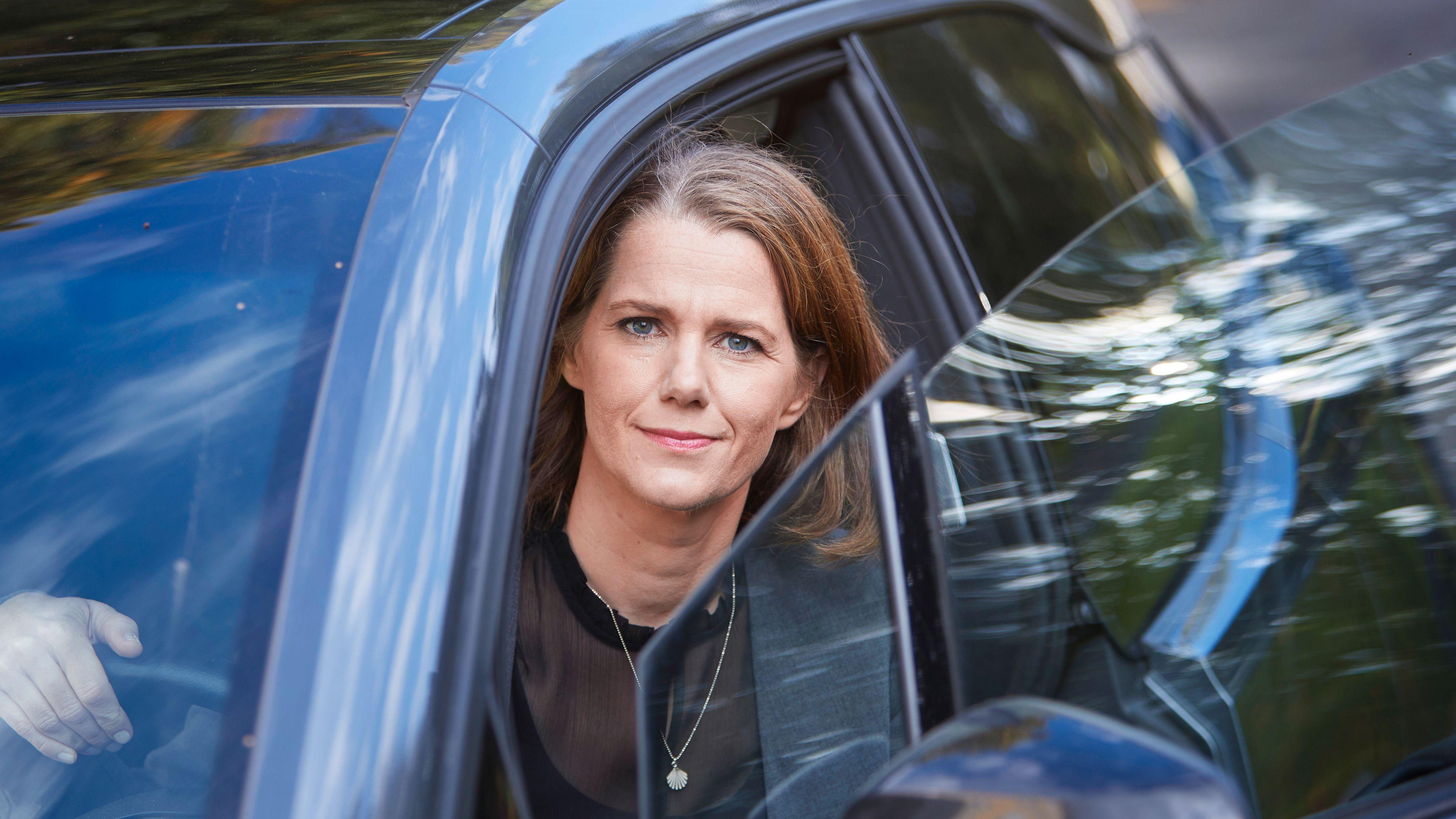 Kommunikasjonssjef Camilla Ryste i NAF er skuffet over at regjeringens lovede støtteordning til elbilladere ikke kom i revidert nasjonalbudsjett.