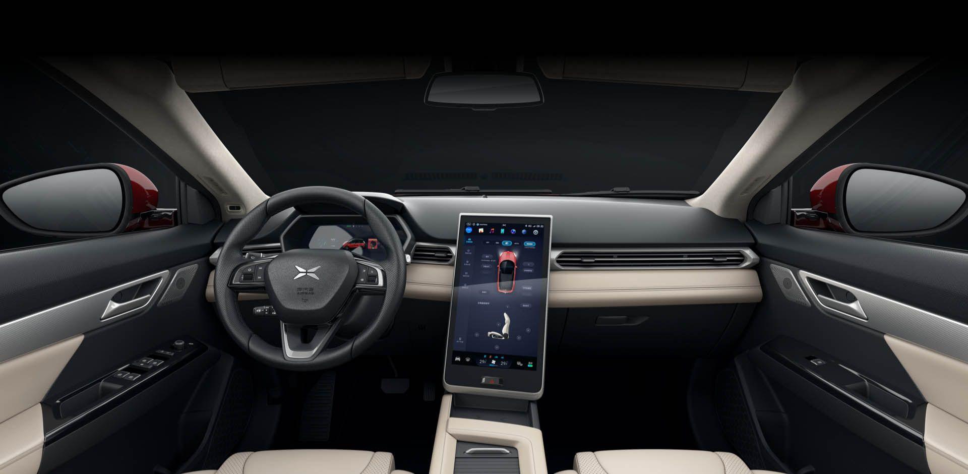 Førermiljøet preges av en 15 tommer stor skjerm i midtkonsollen, ikke så ulikt Teslas biler. Tesla har for øvrig et søksmål gående mot en tidligere ansatt som begynte å jobbe i Xpeng. De hevder han tok med seg kildekoden til Autopilot.