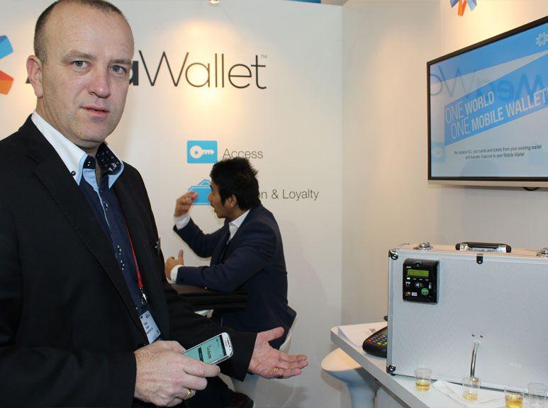 Her demonsterer Ove Teigen i MeaWallet hvordan du kan få sikker tilgang til norsk akevitt.