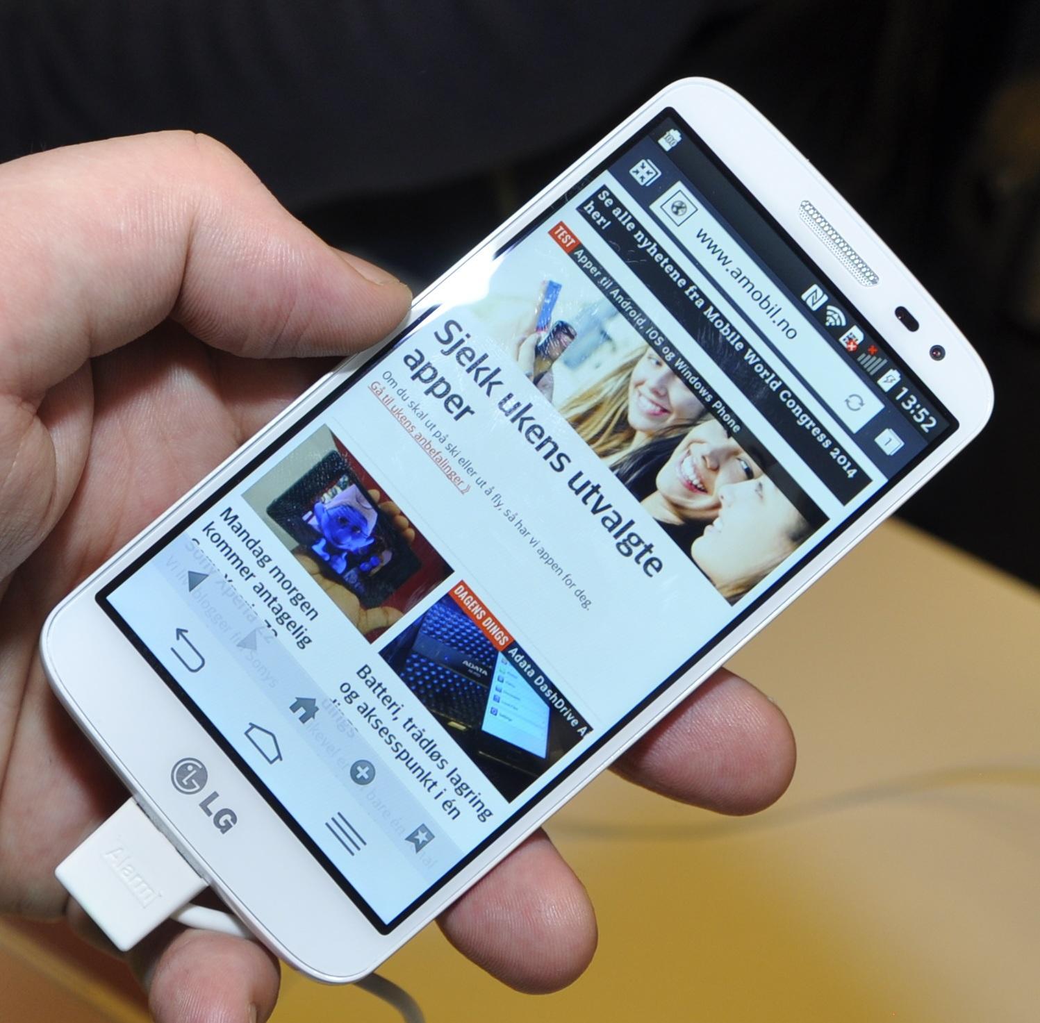Til tross for navnet er ikke dette noen liten telefon. LG mener det må være såpass for å få full utnyttelse av 4G-tilkoblingen.Foto: Finn Jarle Kvalheim, Amobil.no