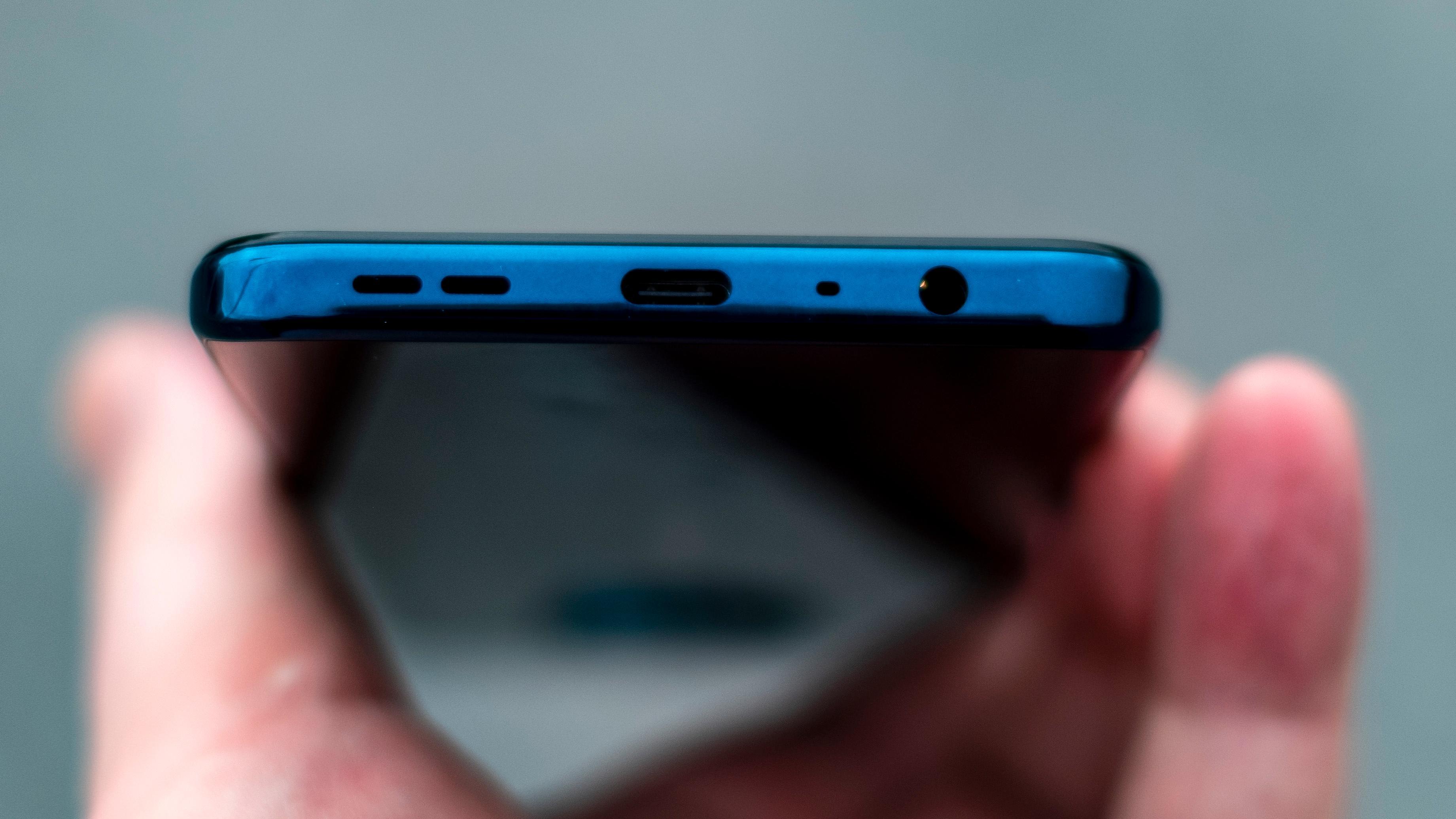 En godbit til slutt; Nokia 8.3 har hodetelefonkontakt. Og den har batteri som gjør at du kan høre på musikk lenge. Det er i hvert fall noe mange av konkurrentene ikke har.