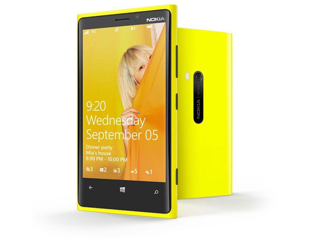 Lumia 920 er en langt mer konvensjonelt utformet mobil enn 808 PureView var.Foto: Nokia
