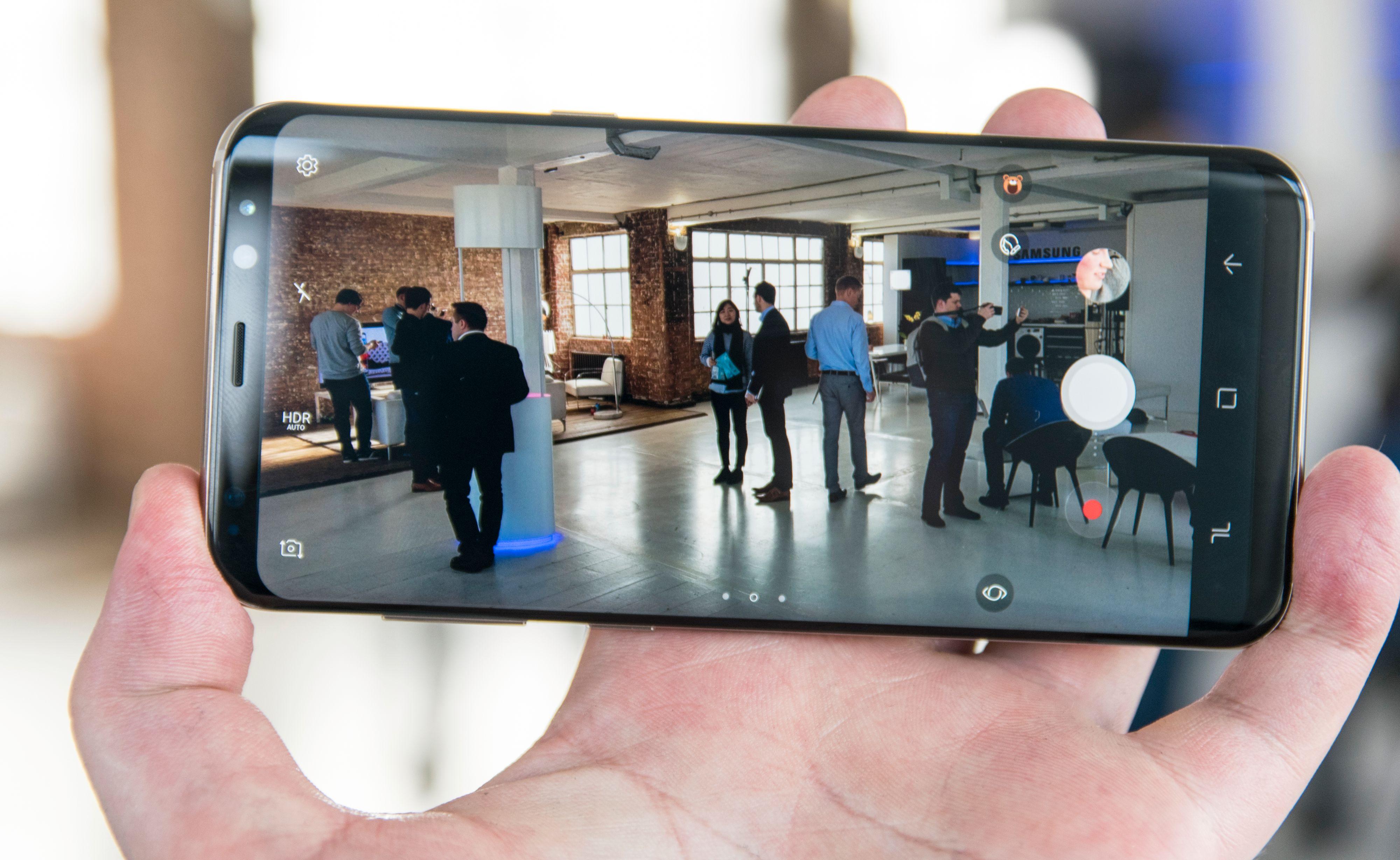Maskinvaren i S8-kameraet er den samme som før, men med en raskere telefon rundt seg kan det noen nye triks likevel.