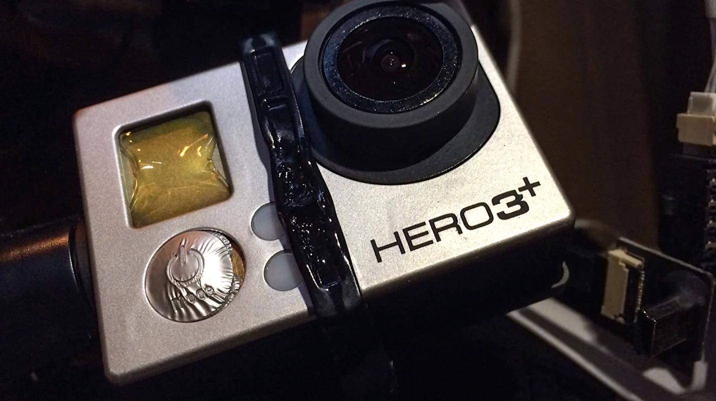 GoPro-kameraet taklet ikke den ekstreme varmen, og kom ikke tilbake i sin opprinnelige form.Foto: Skjermdump fra YouTube/DJI