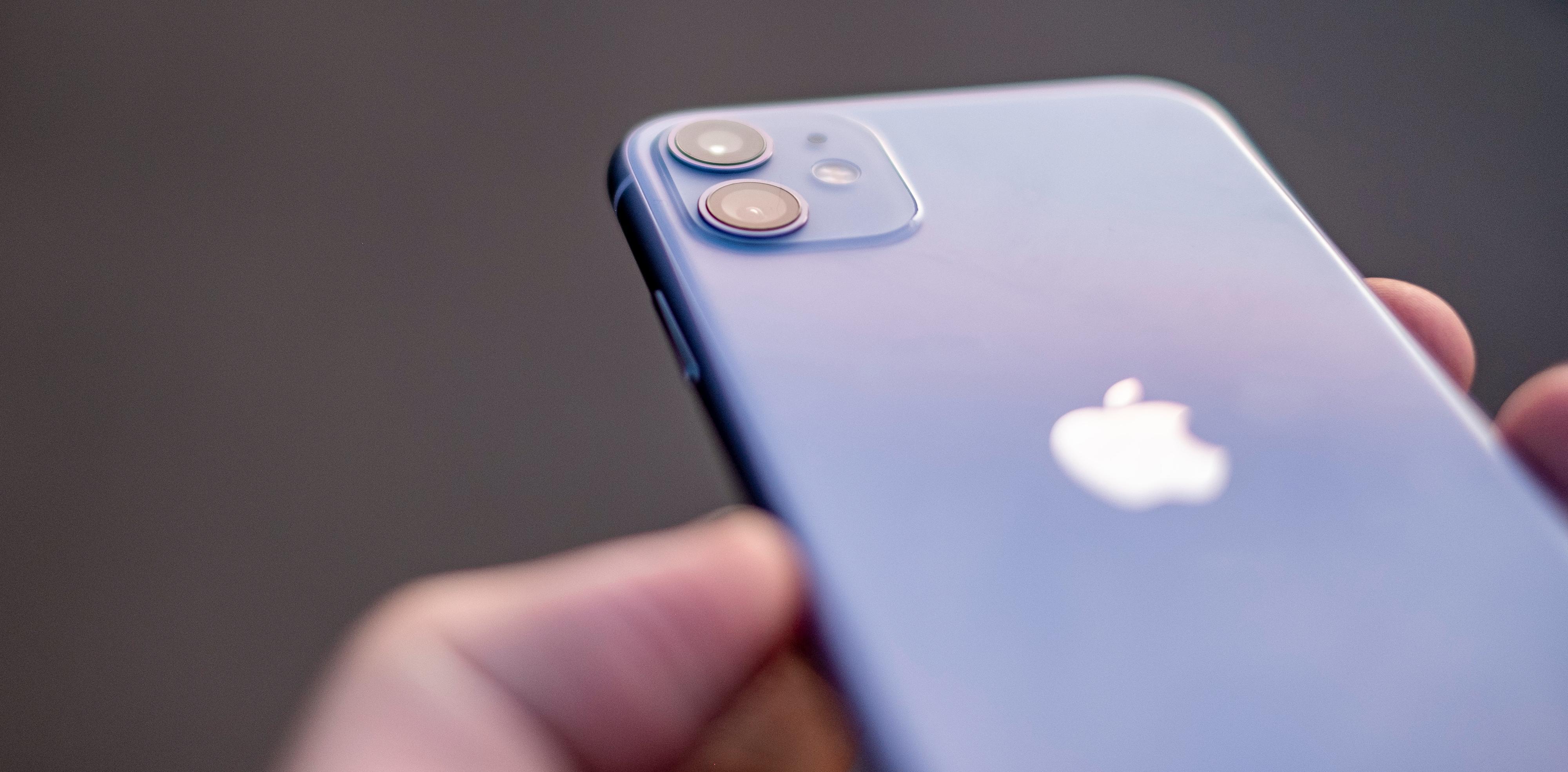 Du kan kjøpe iPhone 11 i denne lilla fargen, eller i gult, grønt eller rødt. Føler du deg litt kjedelig? Da kan du få den i svart eller hvitt også. (Men hvorfor?!).