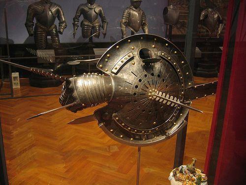 Lykteskjold på museum i Wien. Foto: Mike Anderson