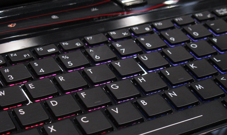 Bakgrunnsbelyst tastatur fra SteelSeries.