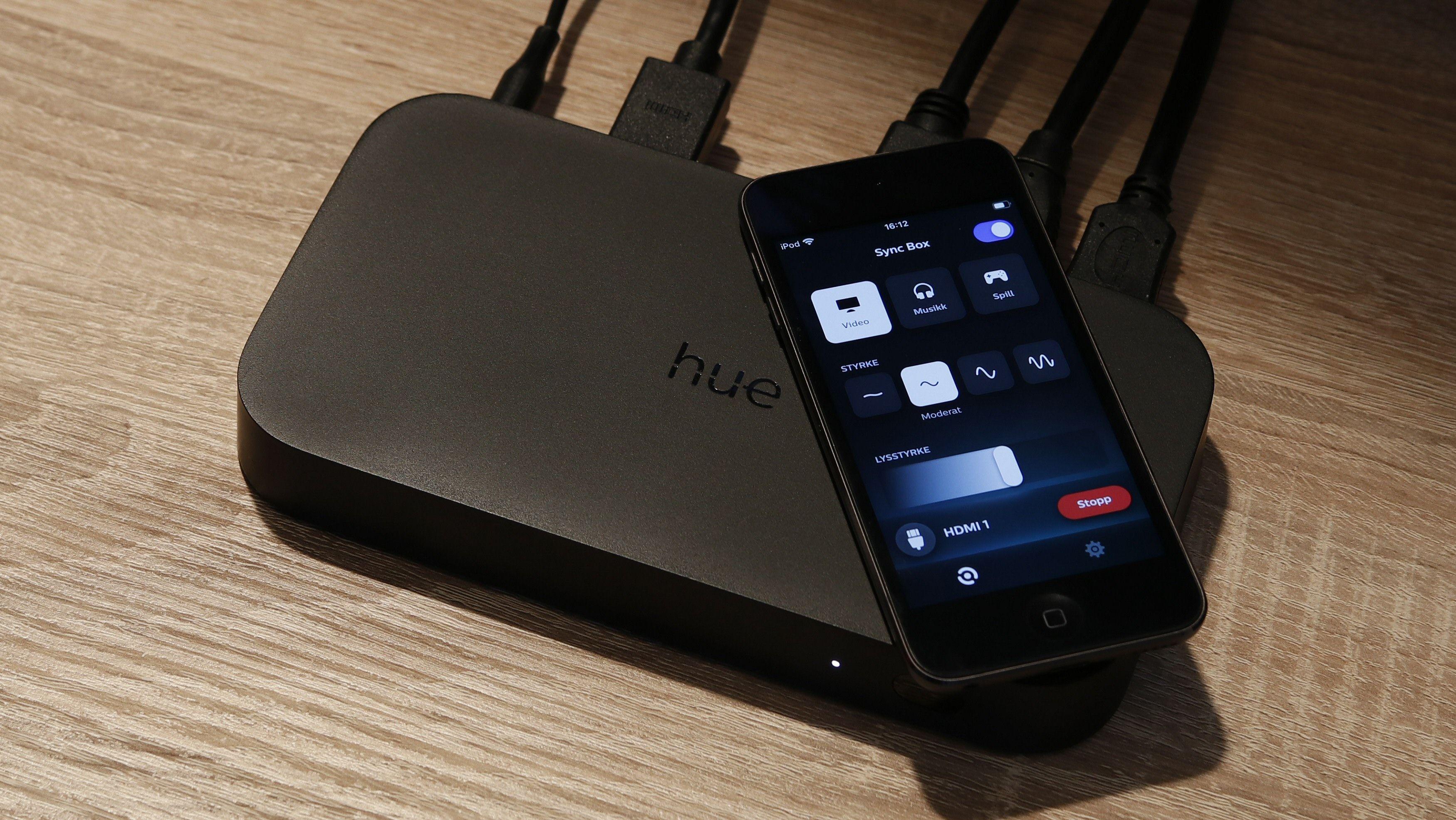 Philips Hue Play HDMI Sync Box styres med en egen mobilapp.