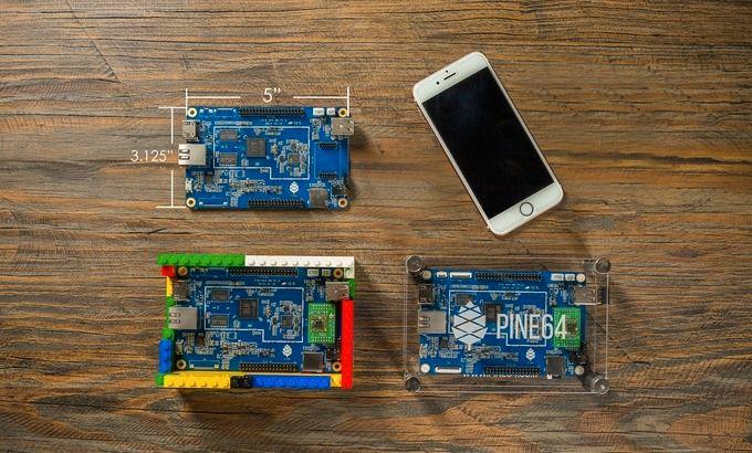 Tre PINE A64-kort ved siden av en iPhone 6S. Foto: Kickstarter