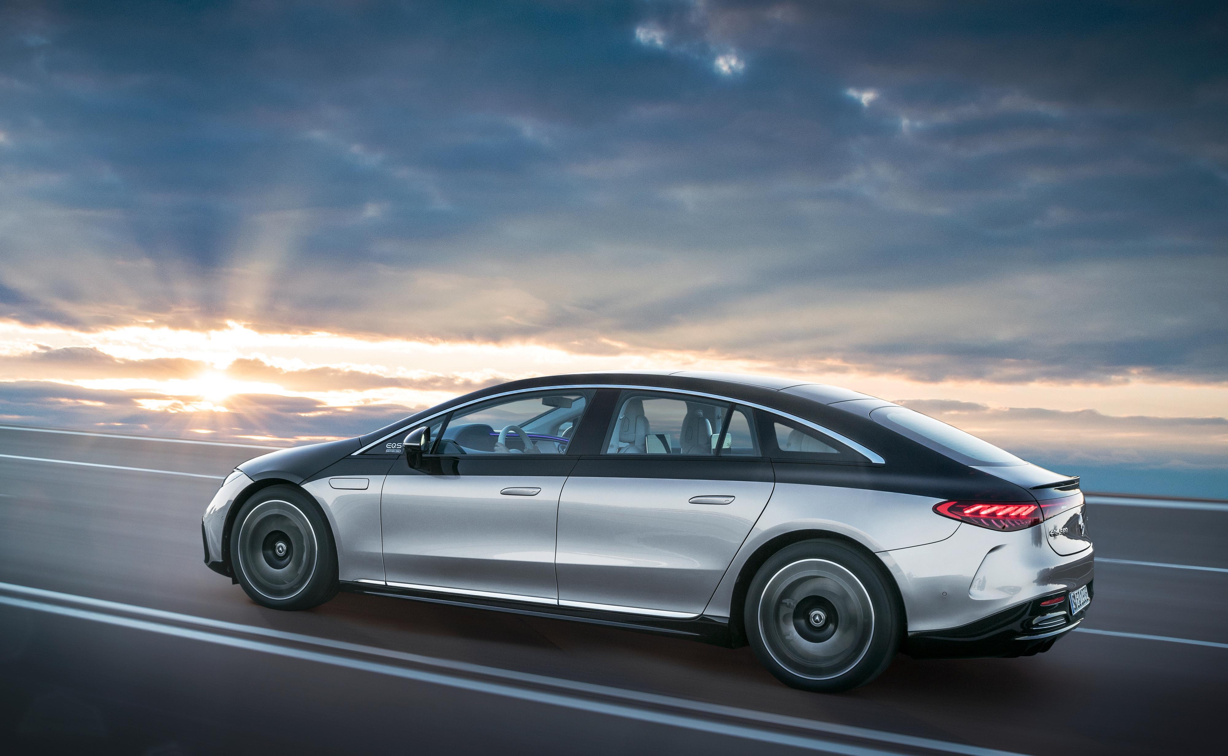 Godt over fem meter i lengden gjør EQS til en ganske stor bil.