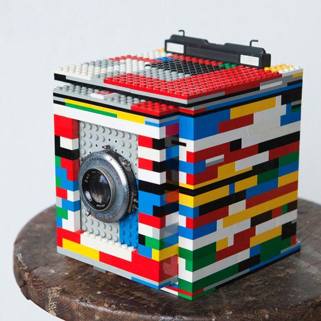 Har du litt peiling på Lego kan du bygge ditt eget storformatkamera til en billig penge.