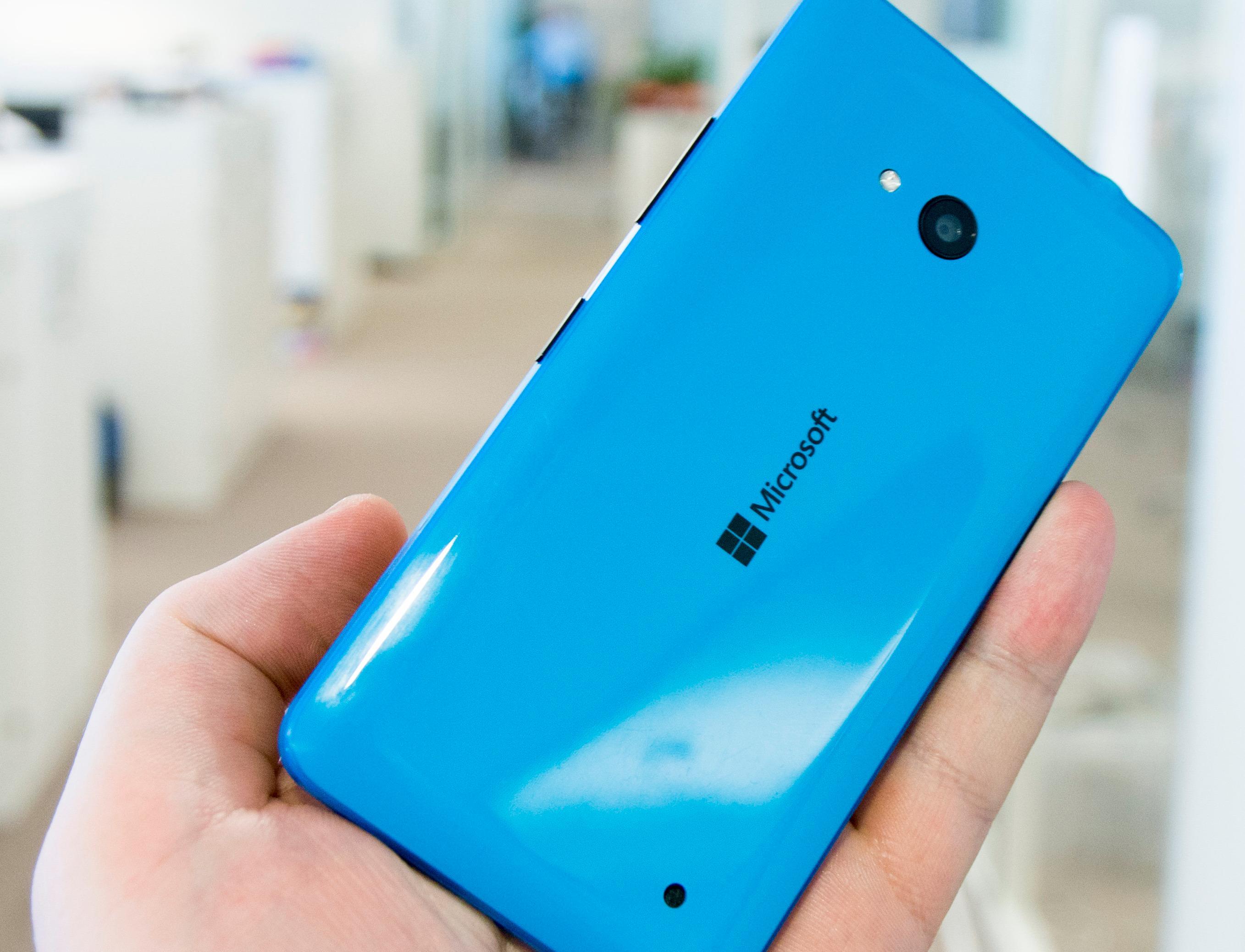 Microsofts Lumia 640 var den billigste telefonen vi tok med. Den koster omtrent 1400 kroner. Foto: Finn Jarle Kvalheim, Tek.no