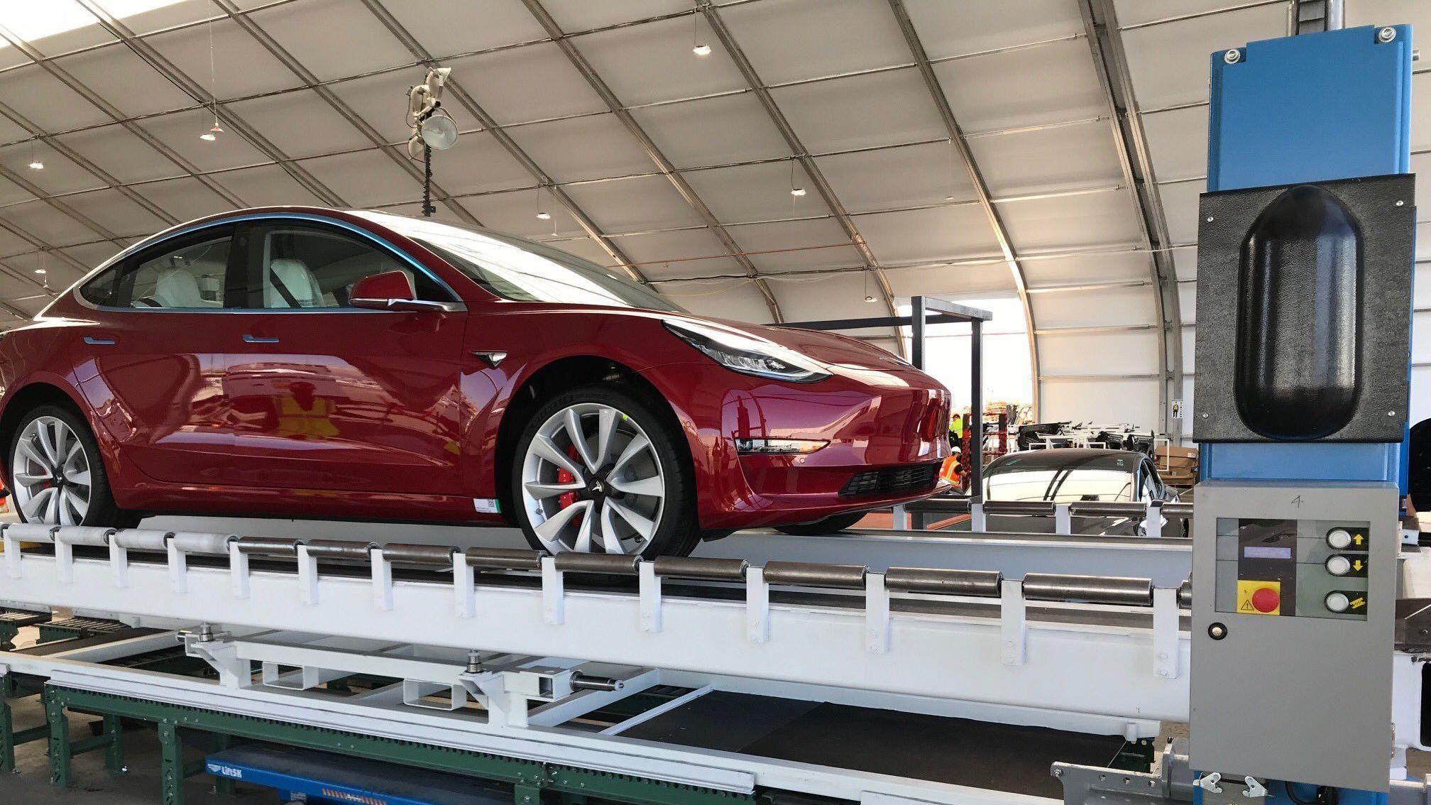 Tesla lager nå den heftigste Model 3-utgaven