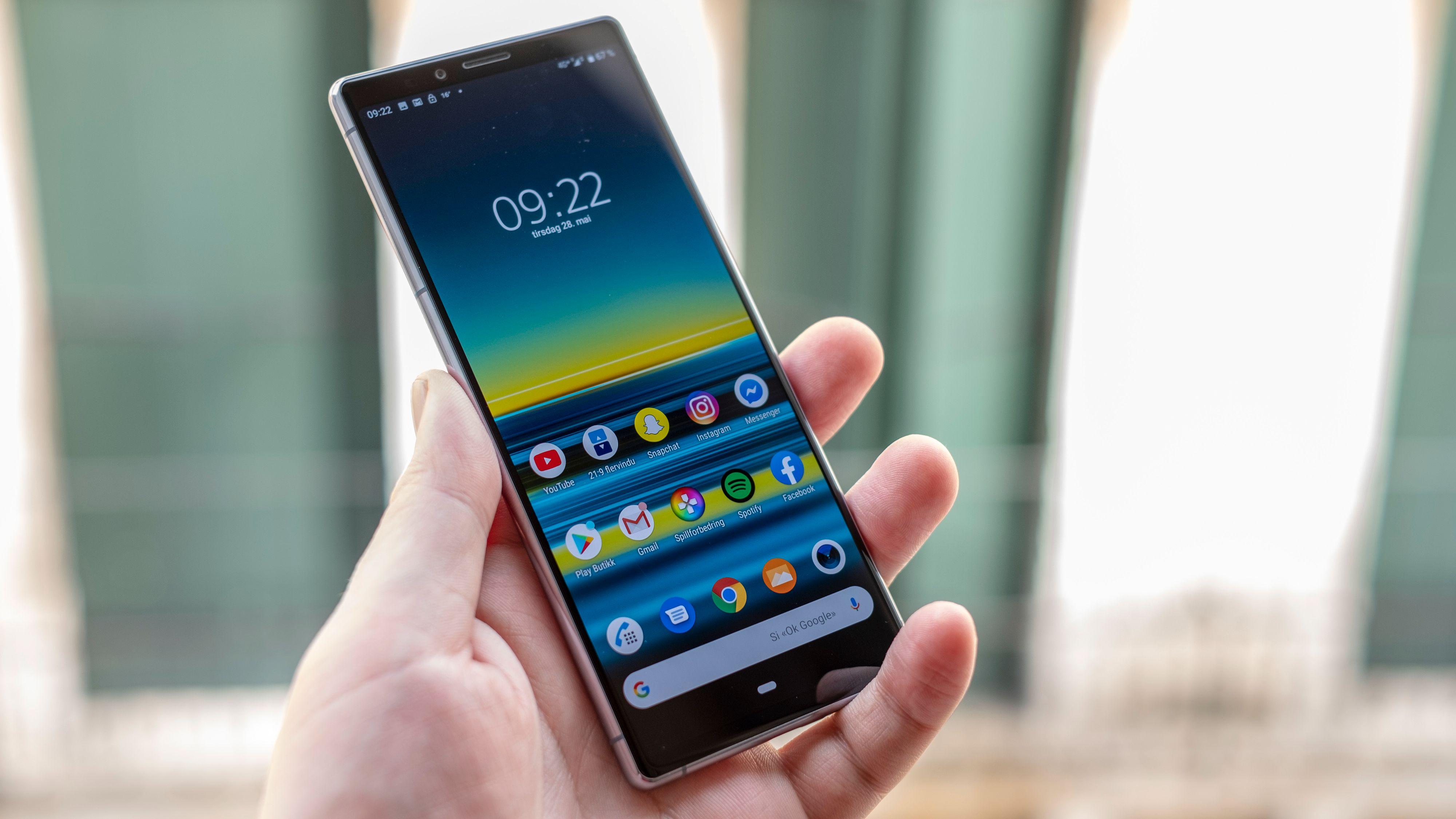 Menyene minner om en kombinasjon av Sonys klassiske Xperia-menyer og Googles Pixel-menyer. De er en slags mellomting mellom sveipebasert og knappebasert, og det er veldig lite unødvendig utenomsnakk her. Du kan selv velge bort tredjepartsapper første gang du starter telefonen.