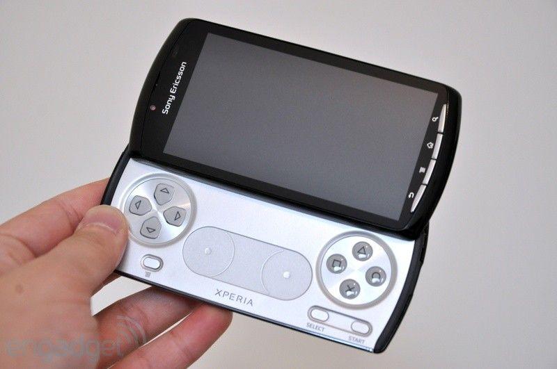Slik ser Sony Ericssons Xperia Play ut. Denne vil sannsynligvis være først ut med PlayStation-sertifisering. (Foto: Engadget.com)