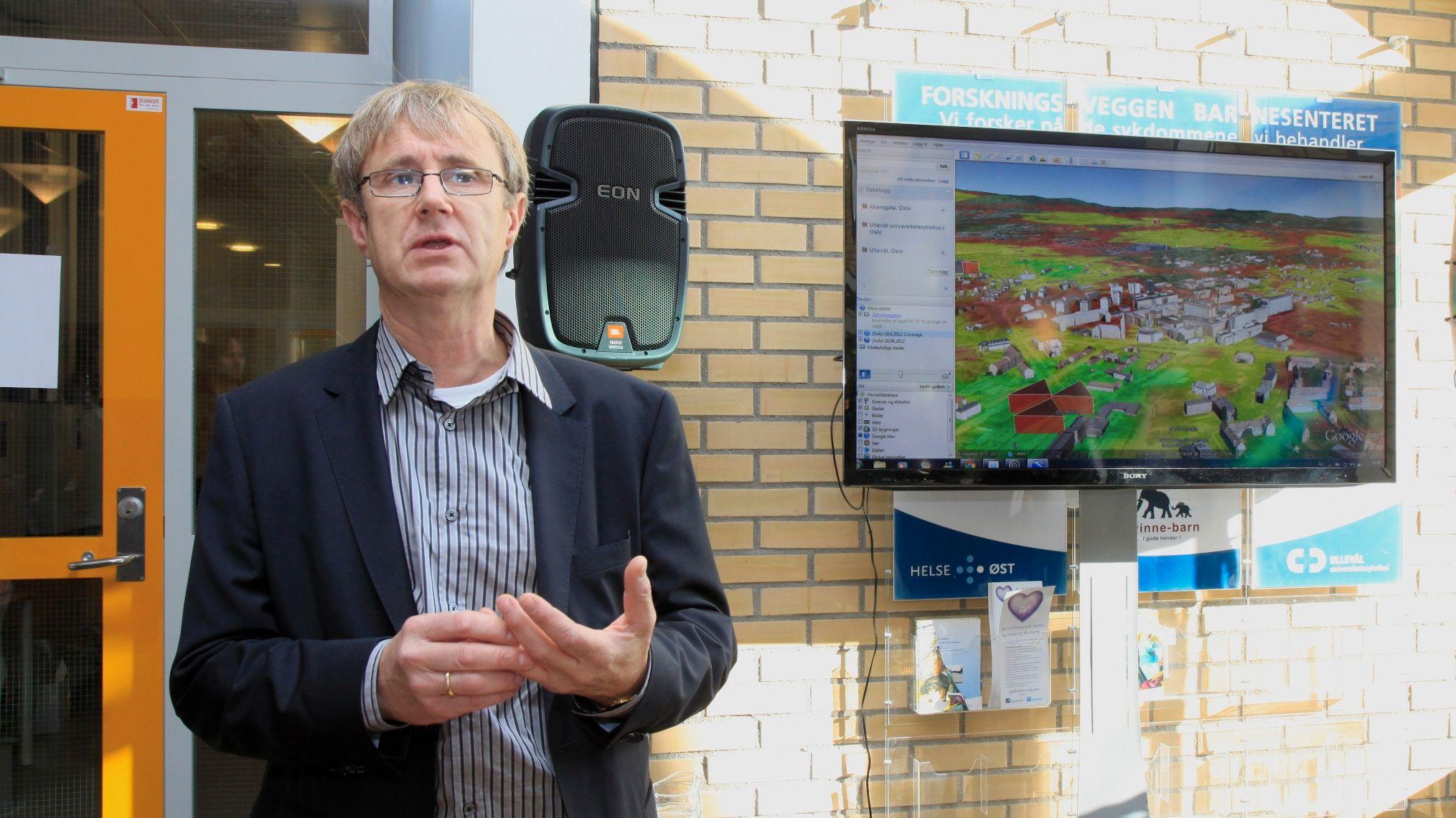 Telenors dekningsdirektør Bjørn Amundsen viste via Google Earth hvordan dekningen er på ulike steder i Norge.Foto: Kurt Lekanger, Amobil.no