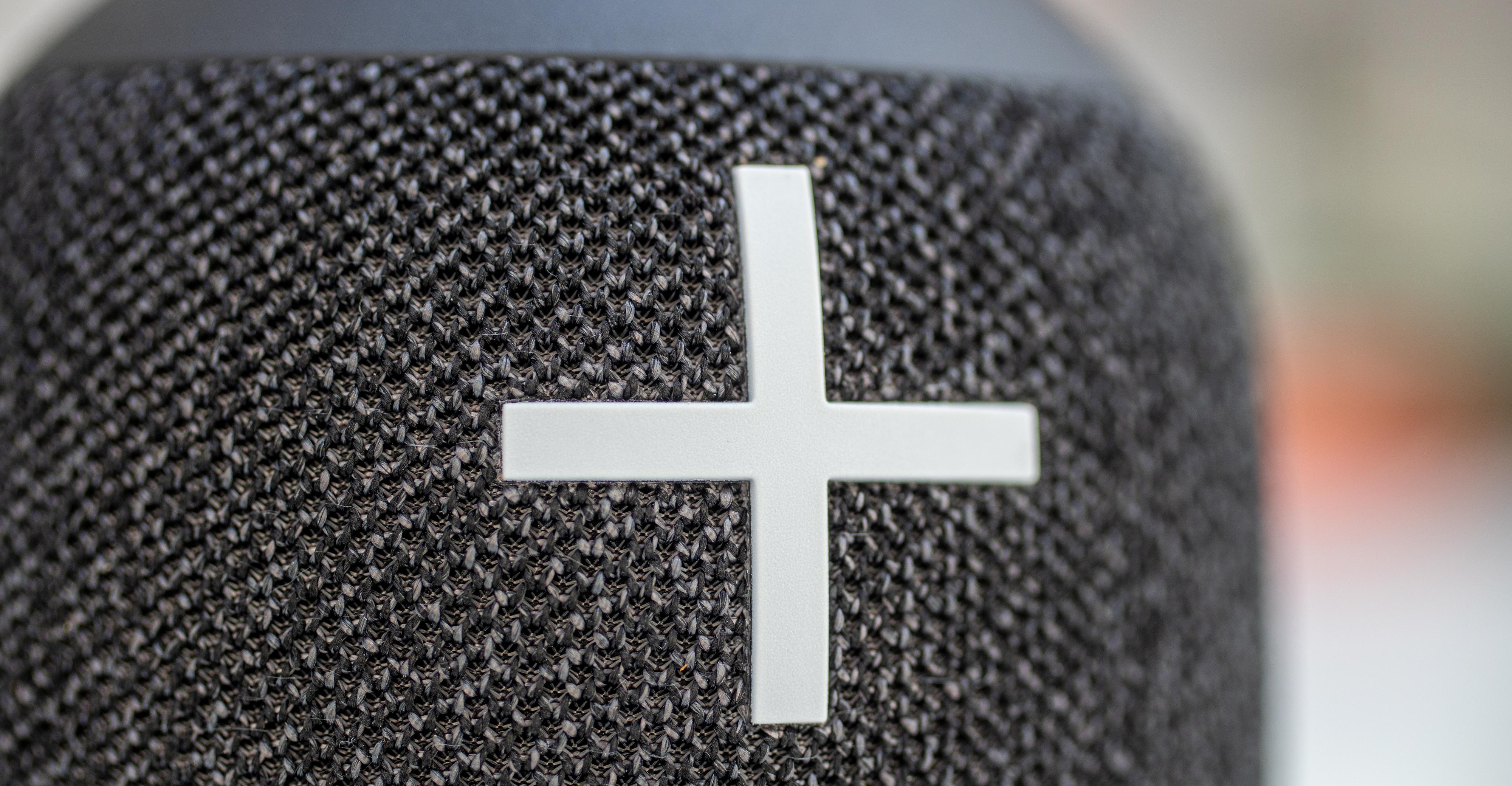 Tekstilstoffet har blitt hakket røffere og tjukkere enn sist, og ser kjempelekkert ut. Høyttaleren er også helt vanntett.