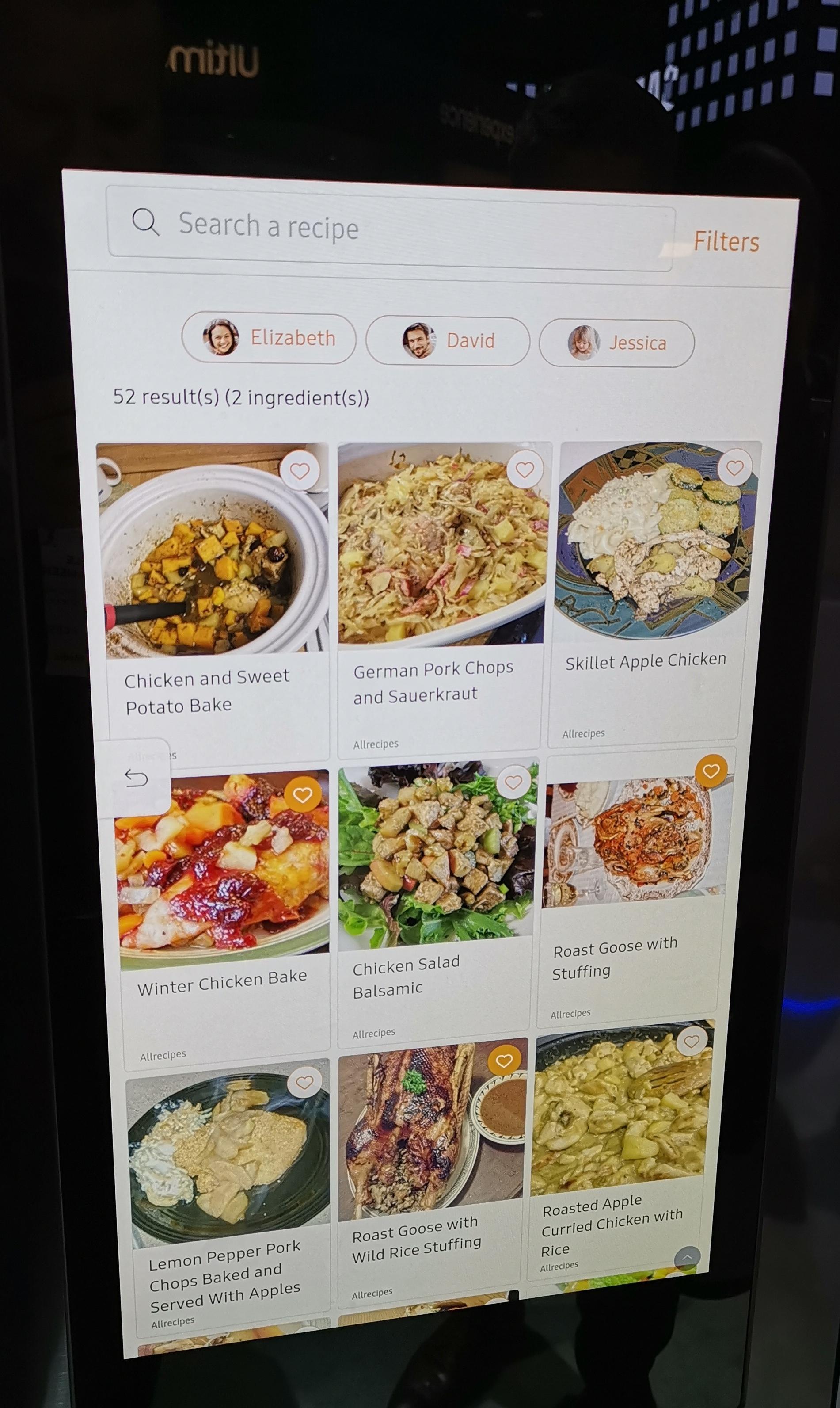 Kjøleskapet forteller hva du kan lage med matvarene du har tilgjengelig. Den kan også ta hensyn til allergier.