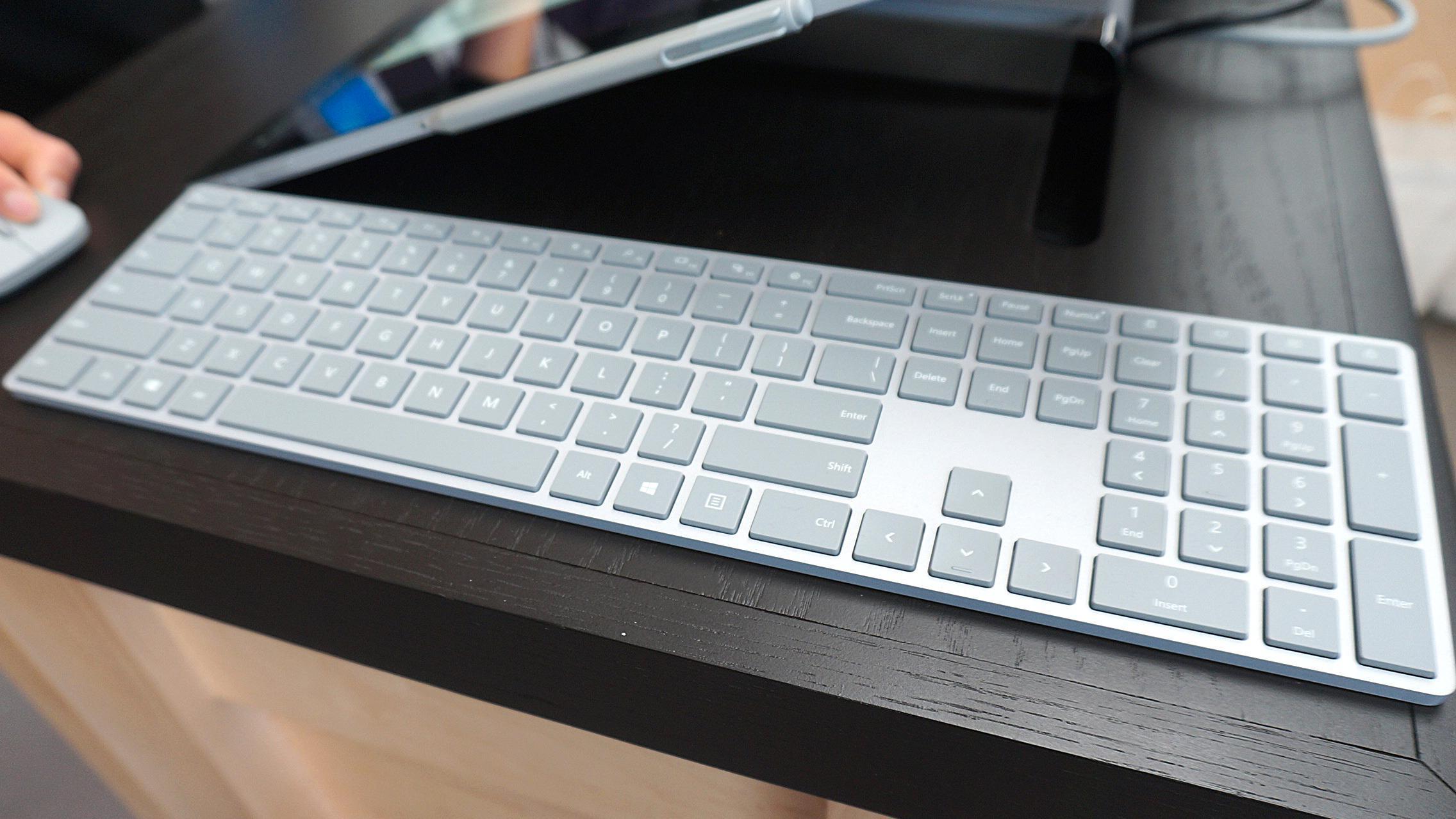 Ryktene om tastatur og mus under Surface-merket var i og for seg sanne, men det dreier seg om ytterst uspektakulære greier.