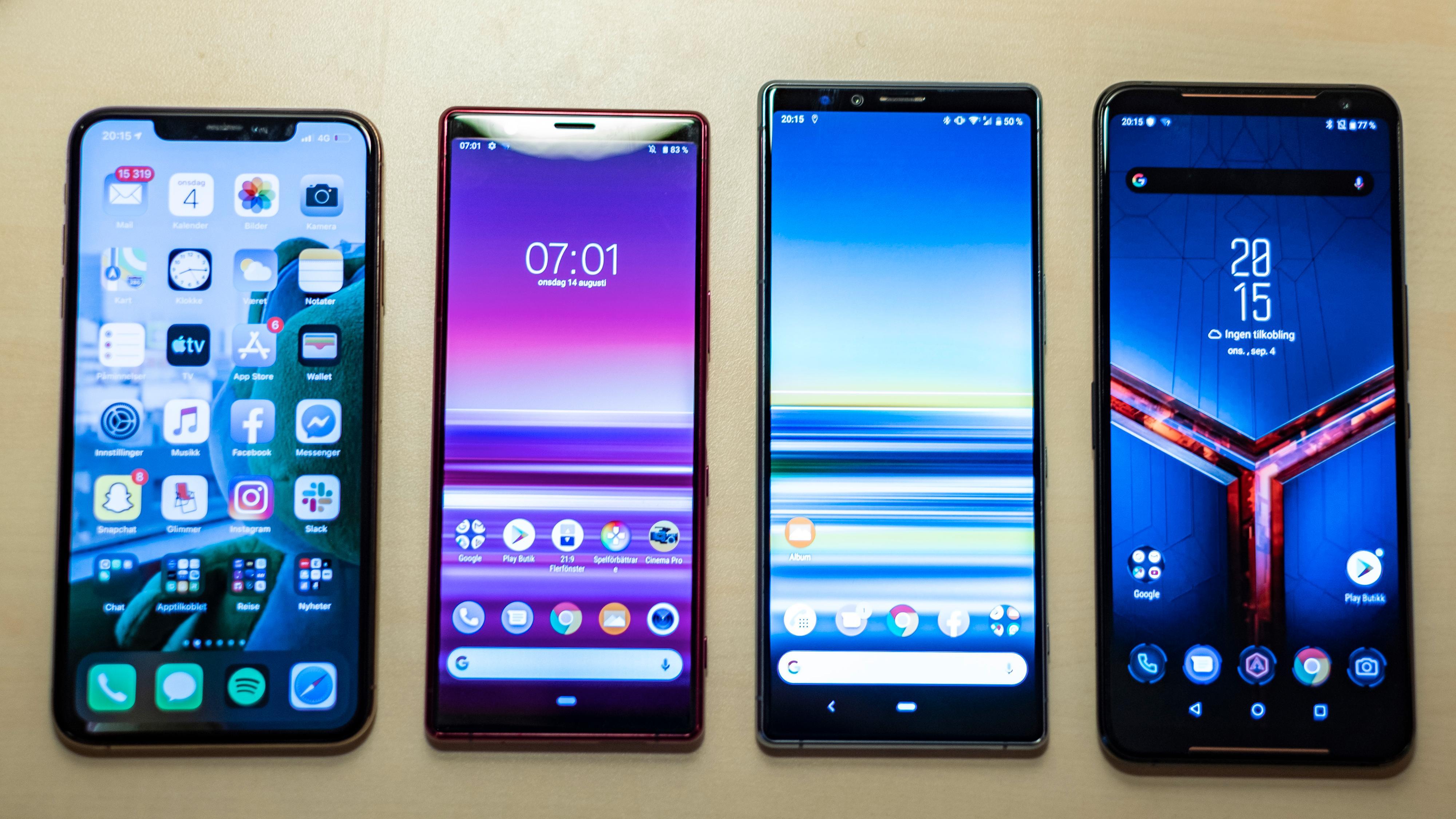 Xperia 5 byr på stor skjerm i en liten telefon. Fra venstre: Apple iPhone Xs Max, Sony Xperia 5, Sony Xperia 1 og Asus ROG Phone 2.