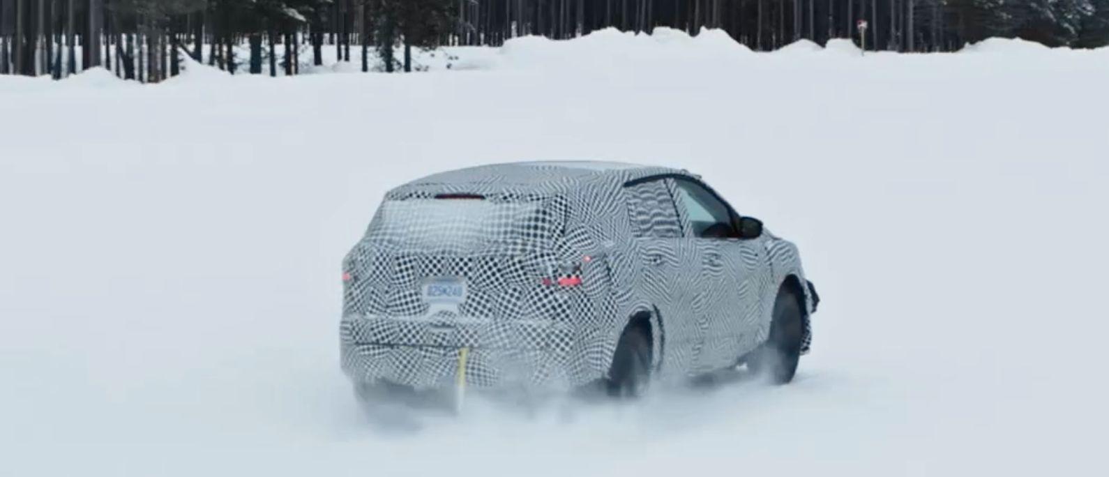 Det eneste offisielle glimtet vi har fått av Mach-E er en video Ford publiserte av en heftig kamuflert utgave av bilen på vintertesting. Formen på bilen må imidlertid taes med en stor klype salt, spionbilder har for eksempel vist et betydelig lavere og mer sporty bakparti.