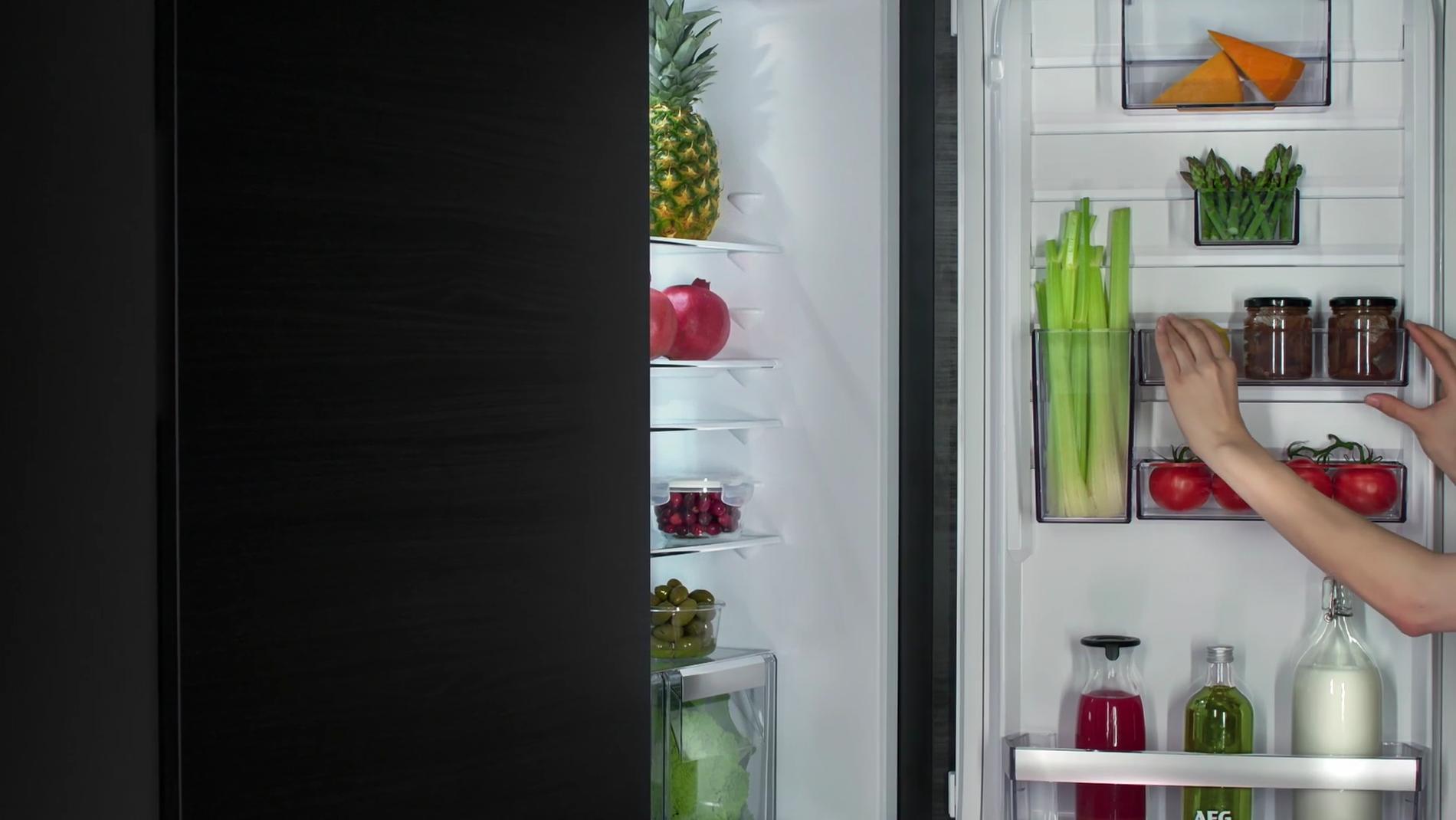Med CustomFlex-løsningen kan du tilpasse kjøleskapsdøren helt etter ditt behov.