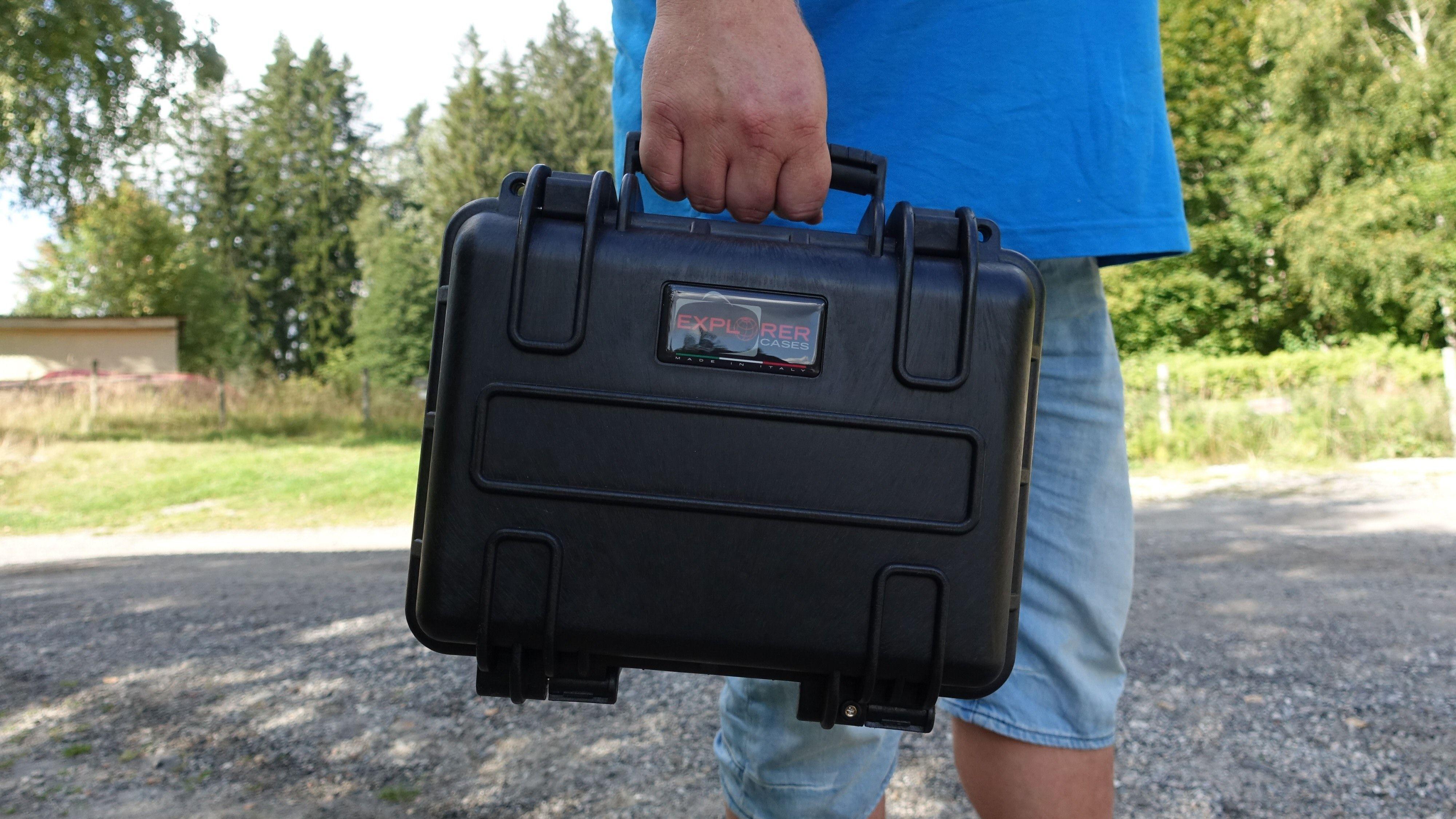 Batteriet ligger beskyttet mot vann og slag i denne kofferten.