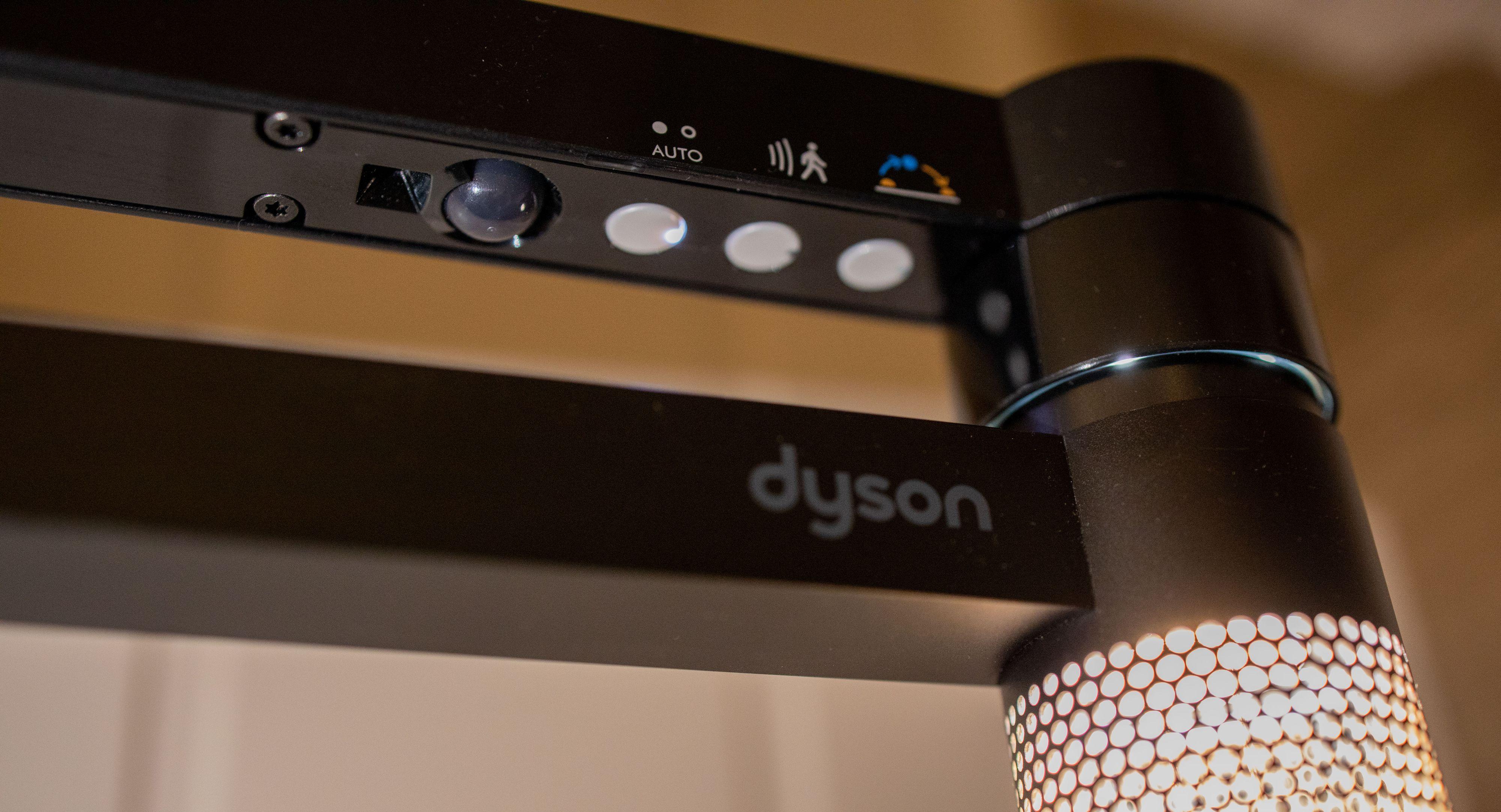 Du kan styre de viktigste lampefunksjonene direkte på lampen, men for ting som oppvåkningstid er du nødt til å gå inn i Dyson-appen.