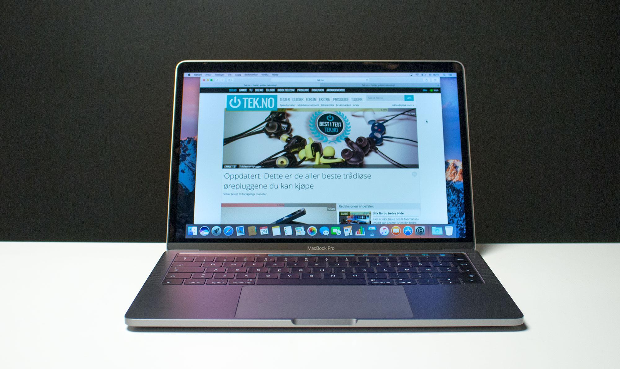 Nye MacBook Pro 13 med Touch Bar i Stellargrå utførelse.
