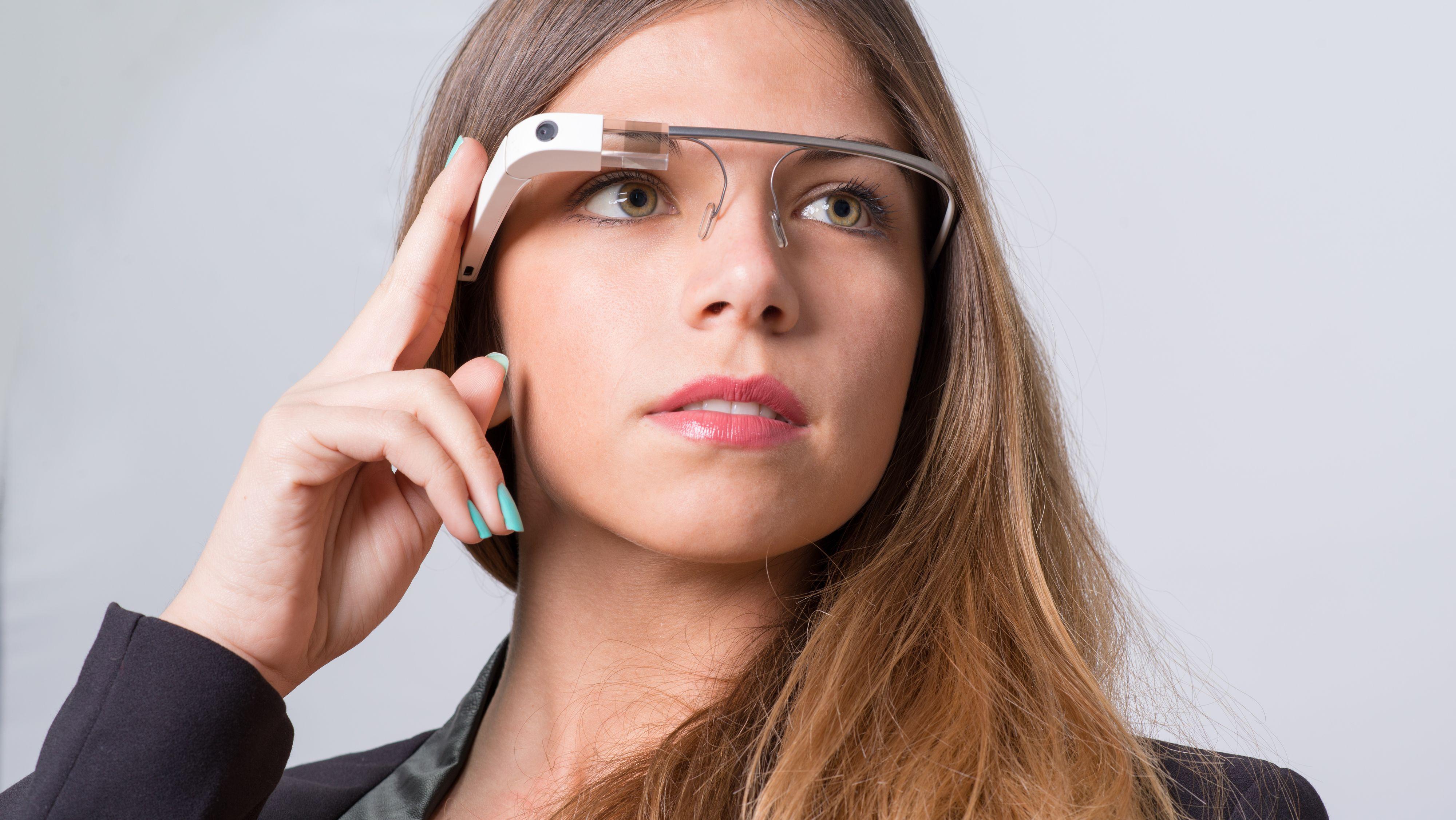 Google Glass har ikke blitt en stor suksess. Kanskje hjernebølge-avlesning blir redningen for smartbrille-segmentet?