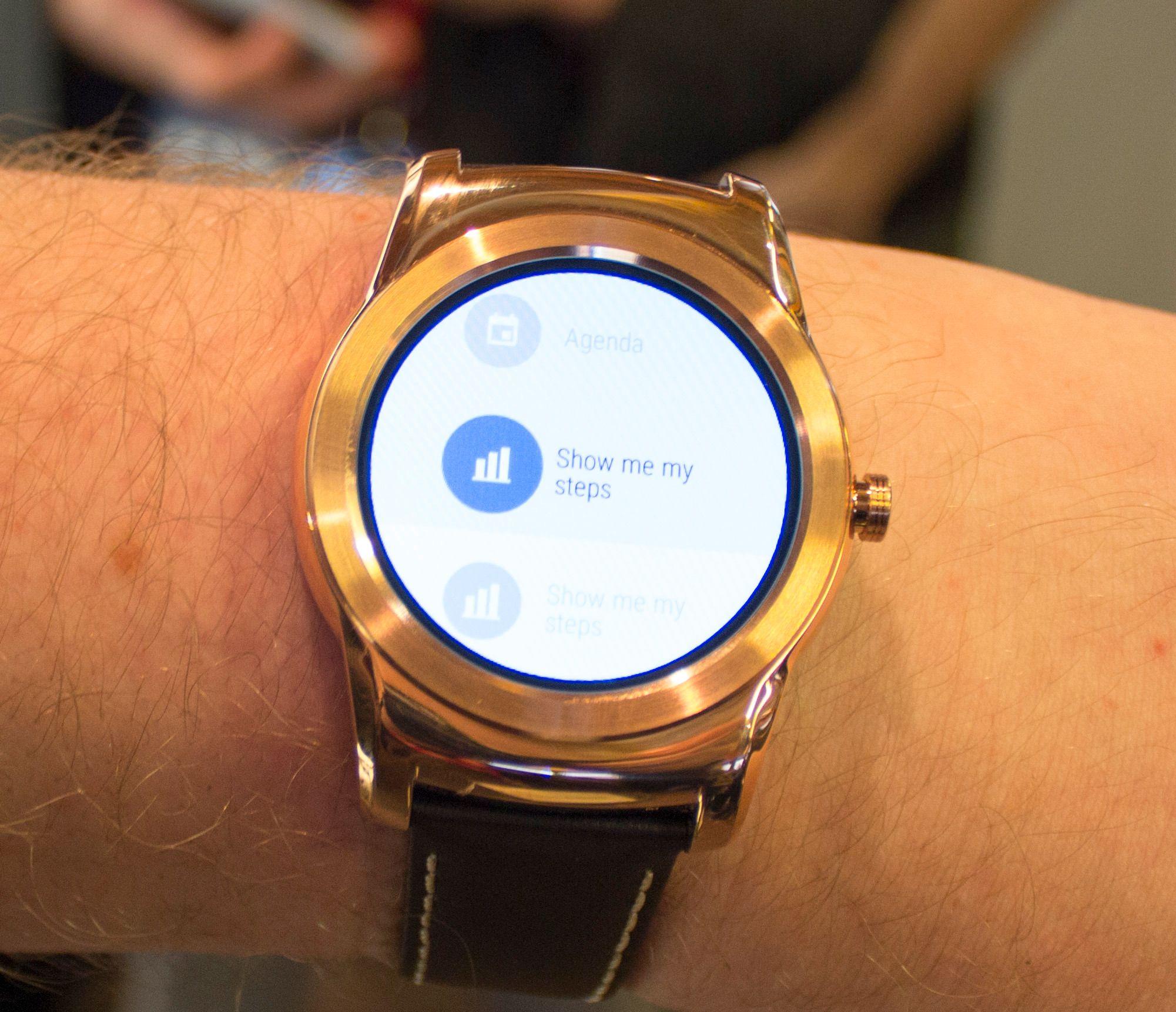 Watch Urbane kjører Android Wear, og vi opplever den som litt lite intuitiv i bruk. Foto: Finn Jarle Kvalheim, Tek.no