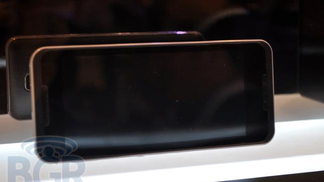 LG viser frem bøttevis av telefoner på CES