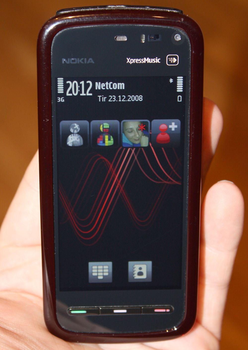 Startskjermen viser snarveier til kontakter.