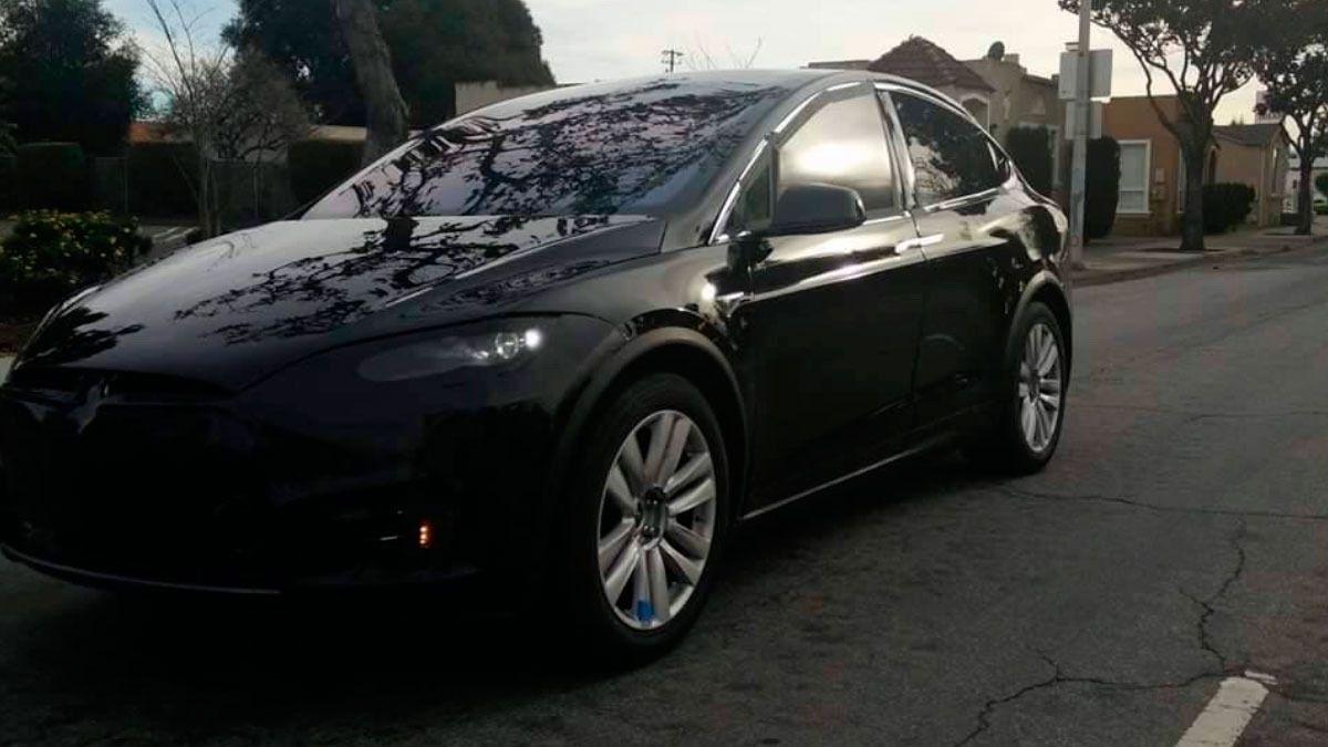 Her tar nye Tesla Model X en luftetur