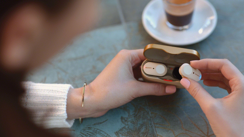 Små touchpaneler utvendig gir tilgang til fjernkontrollfunksjoner.