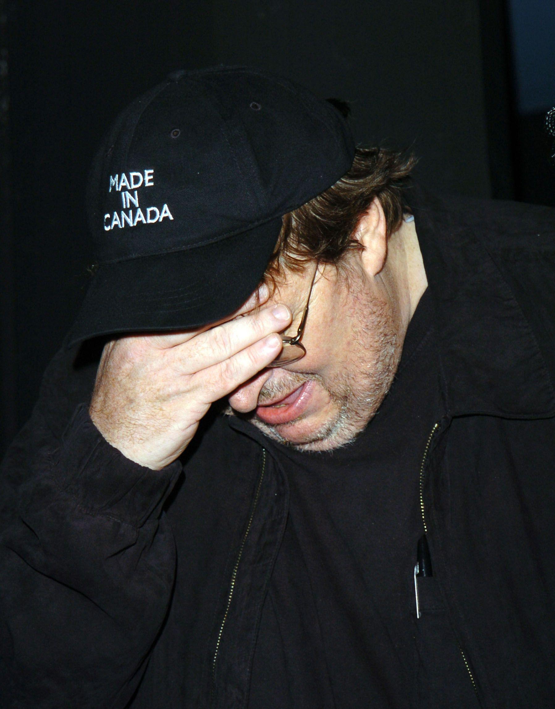 Har Michael Moore egentlig noe å skjule? Det får vi aldri helt svar på.