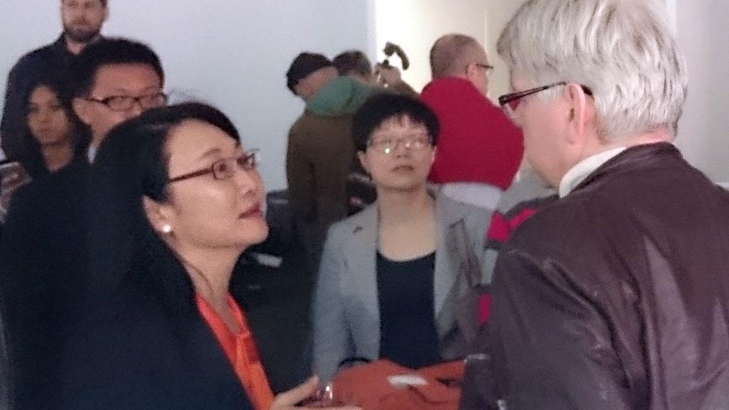 Styreleder i HTC, Cher Wang, vil gjerne vite hva vi mener om selskapets nye produkter. Foto: Privat
