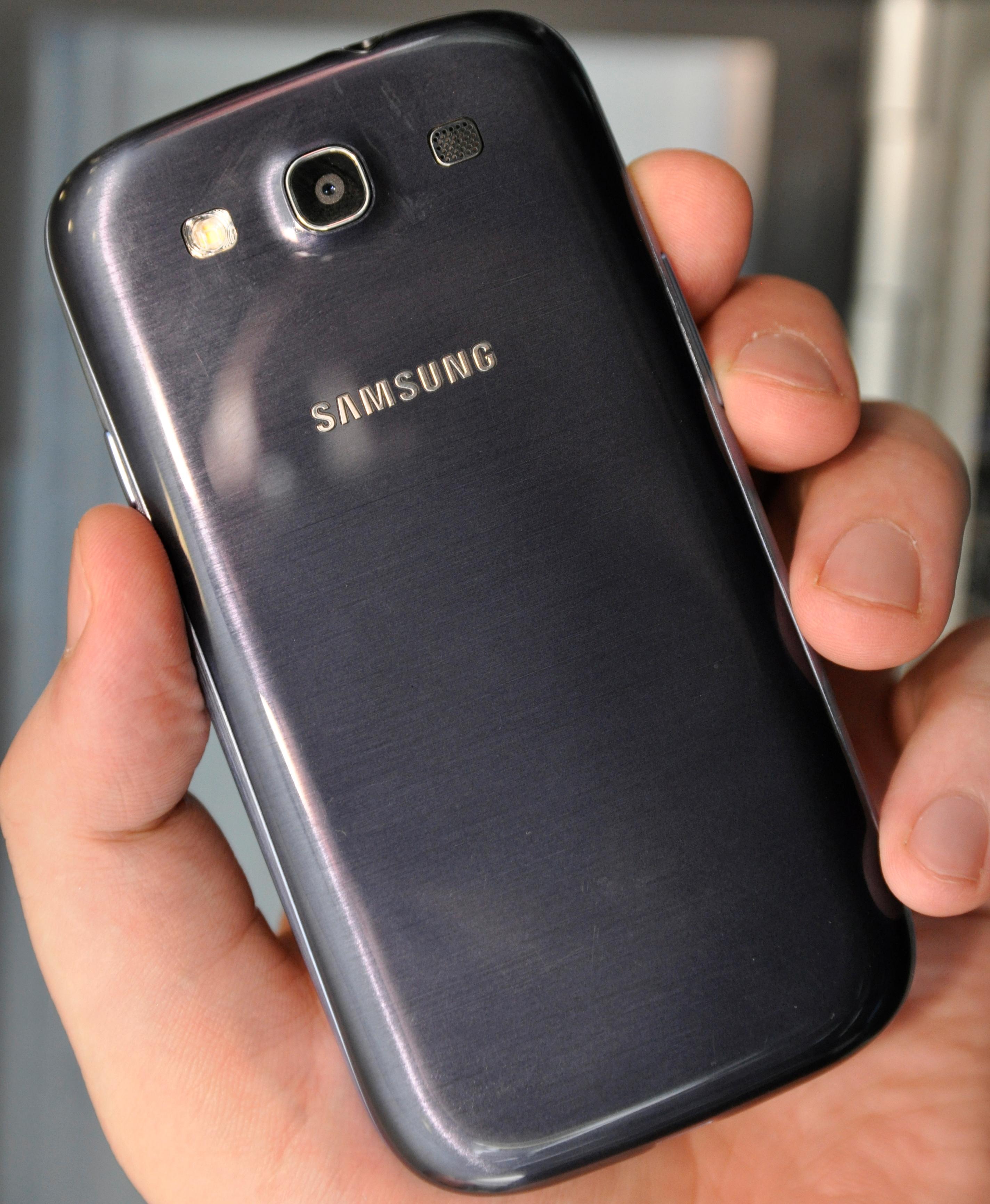 Slik ser den blå versjonen ut på baksiden.