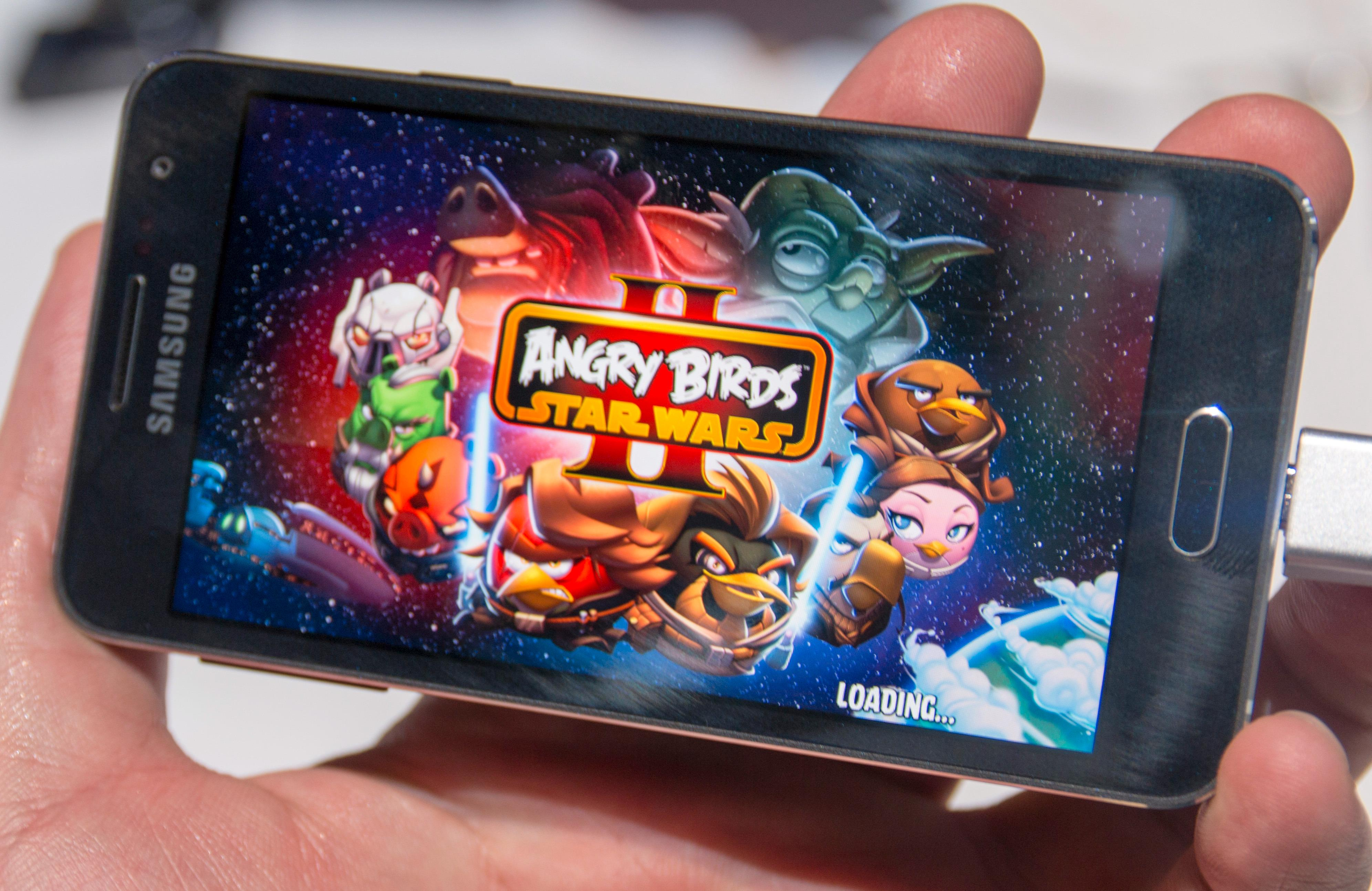 Angry Birds i Star Wars-utgave følger med på telefonene. Foto: Finn Jarle Kvalheim, Tek.no